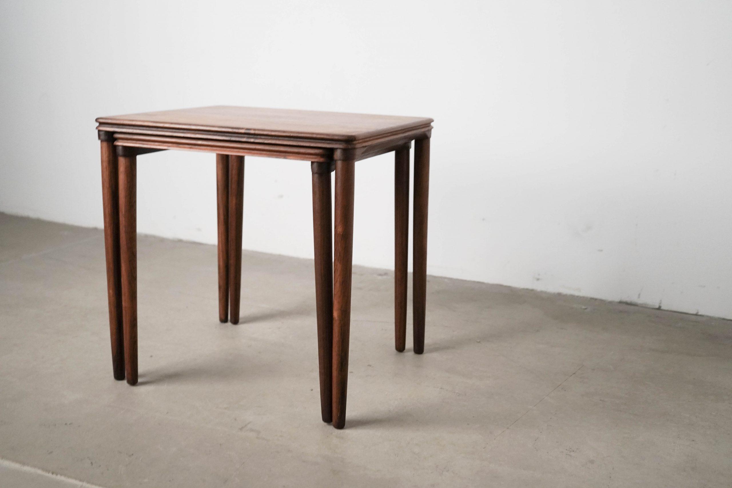 mesa de pata esbelta de diseño de madera
