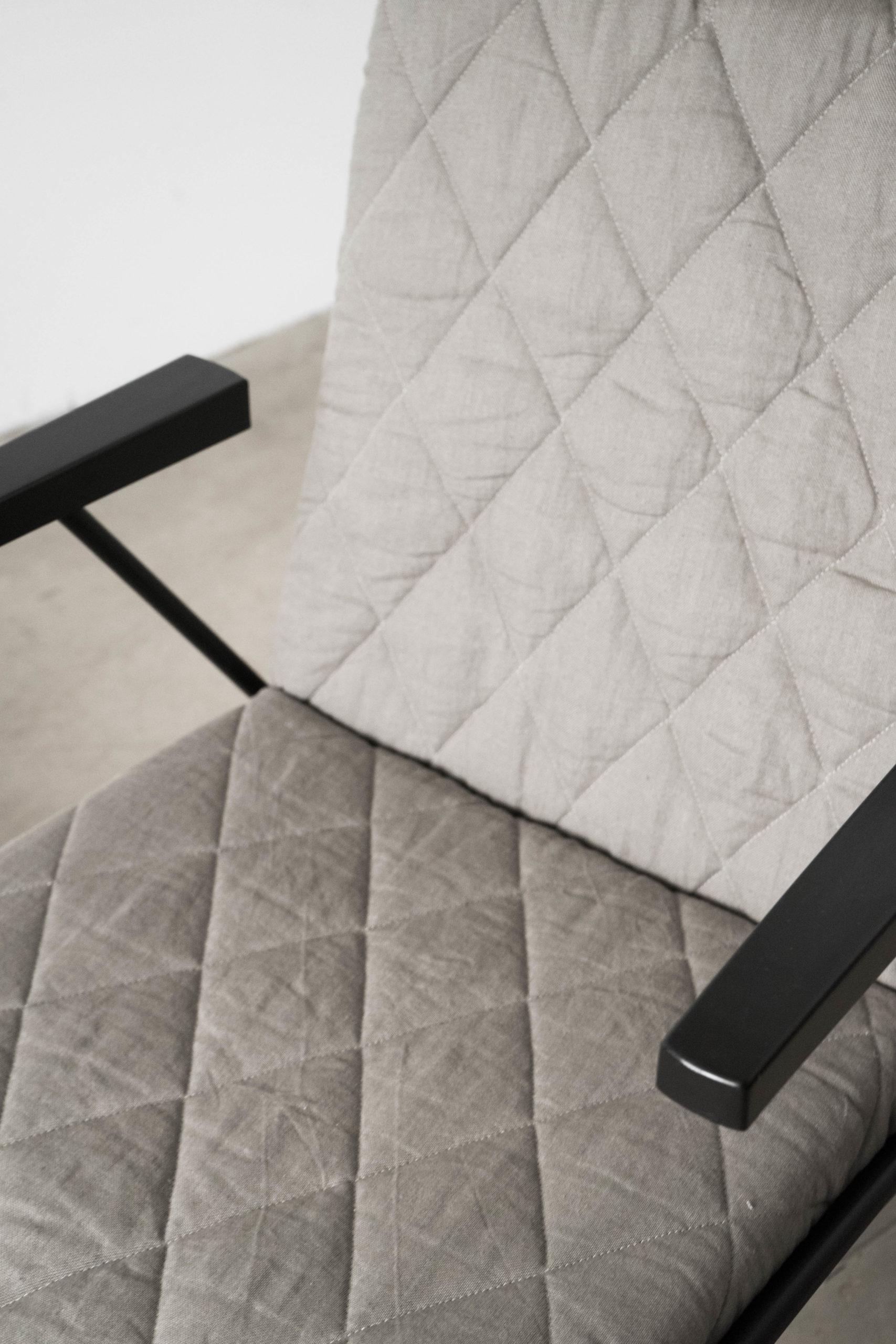 butacas de diseño grises negras de salon de lectura elegantes de calidad fabricadas a mano diseño guata acolchada gris negro