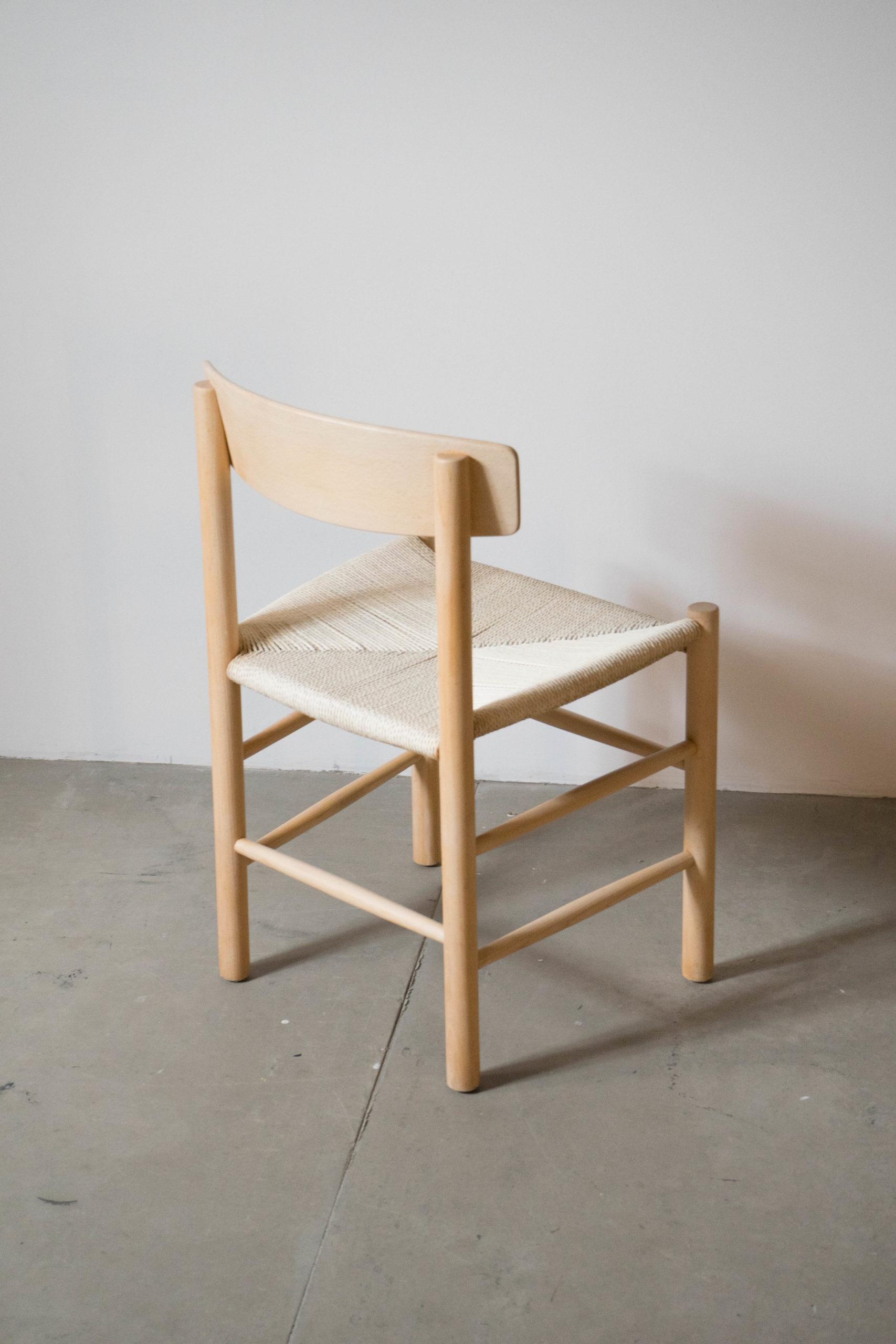 silla vintage j39 de madera