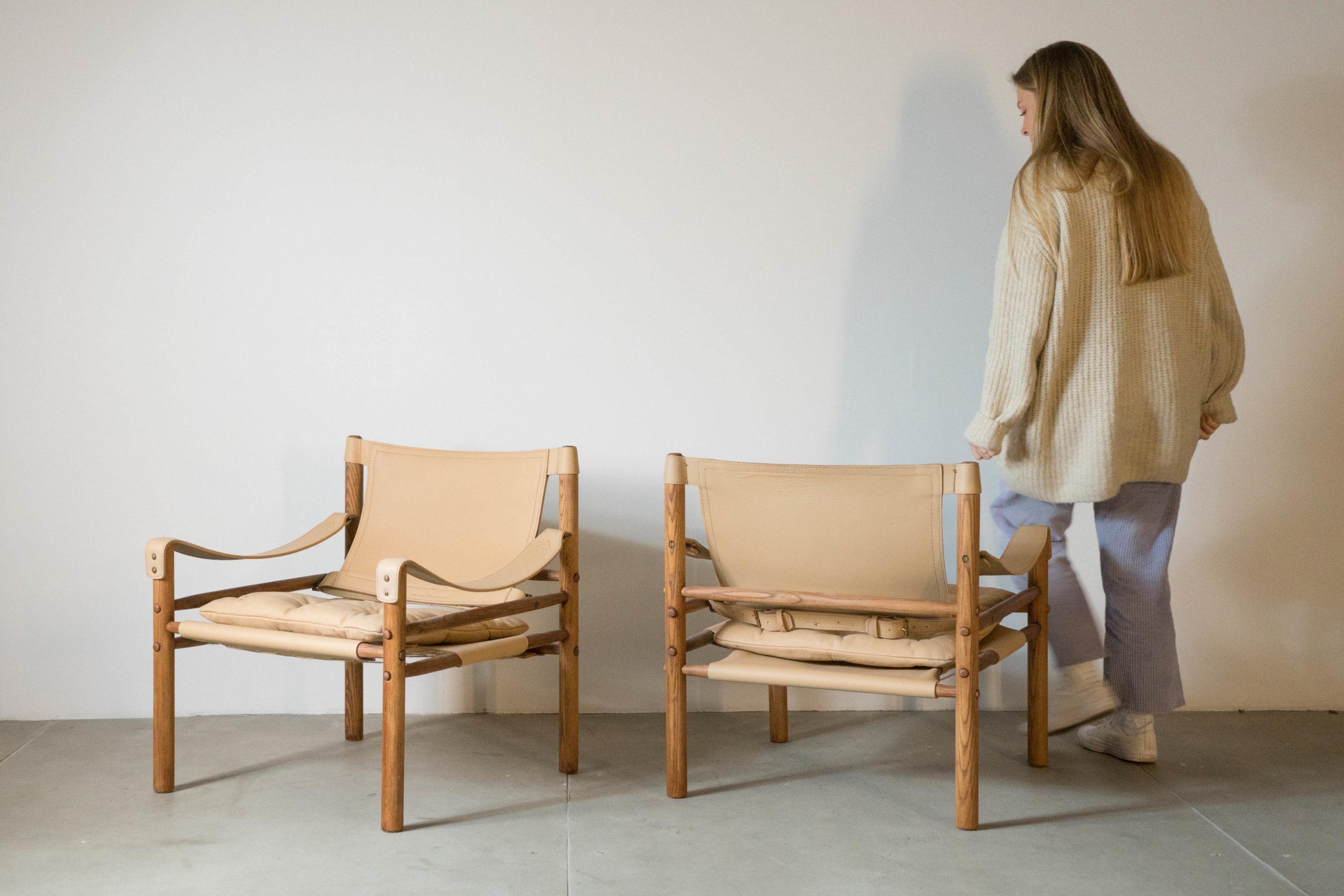butacas beige de madera vintage