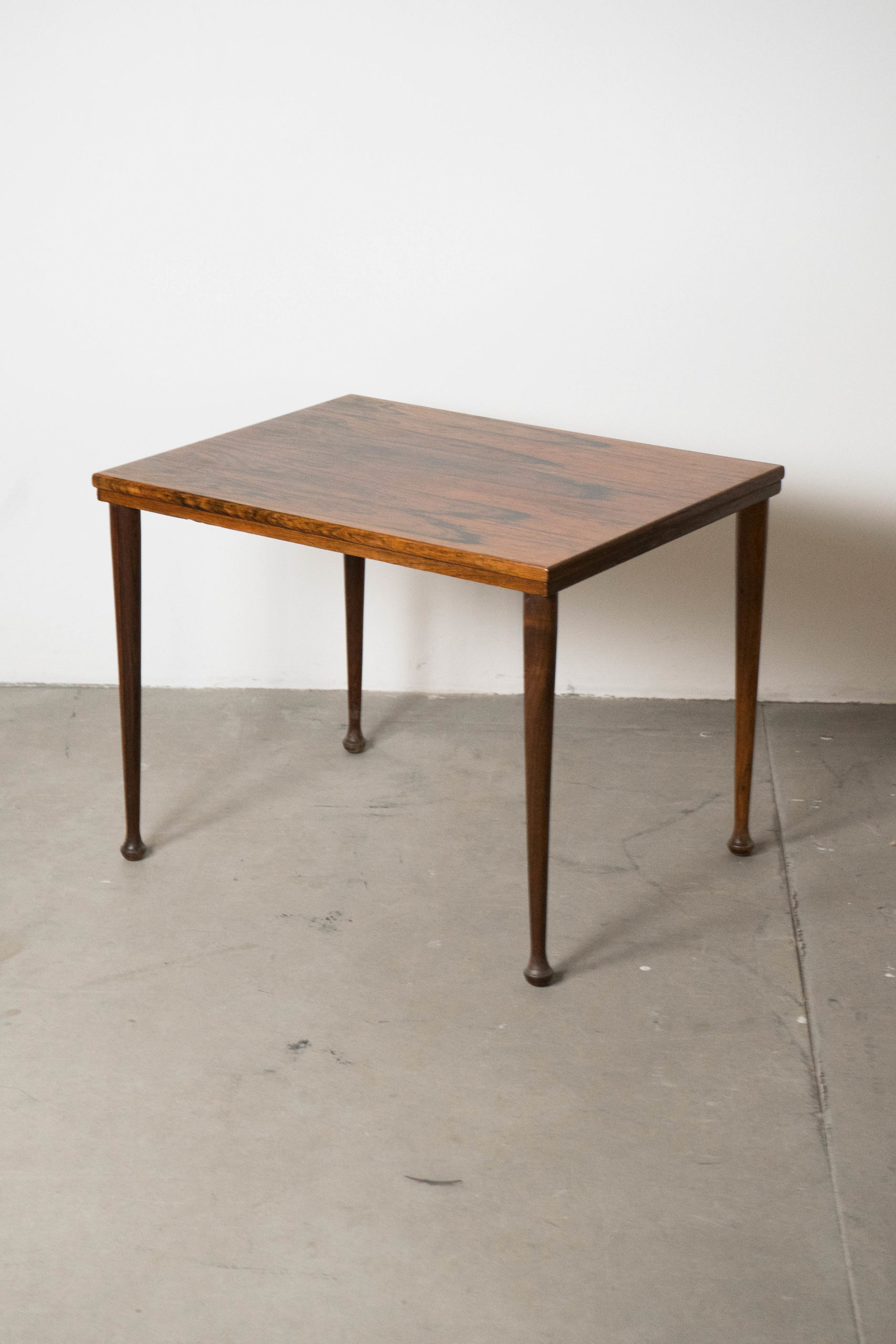 vista general de mesa de madera de palosanto