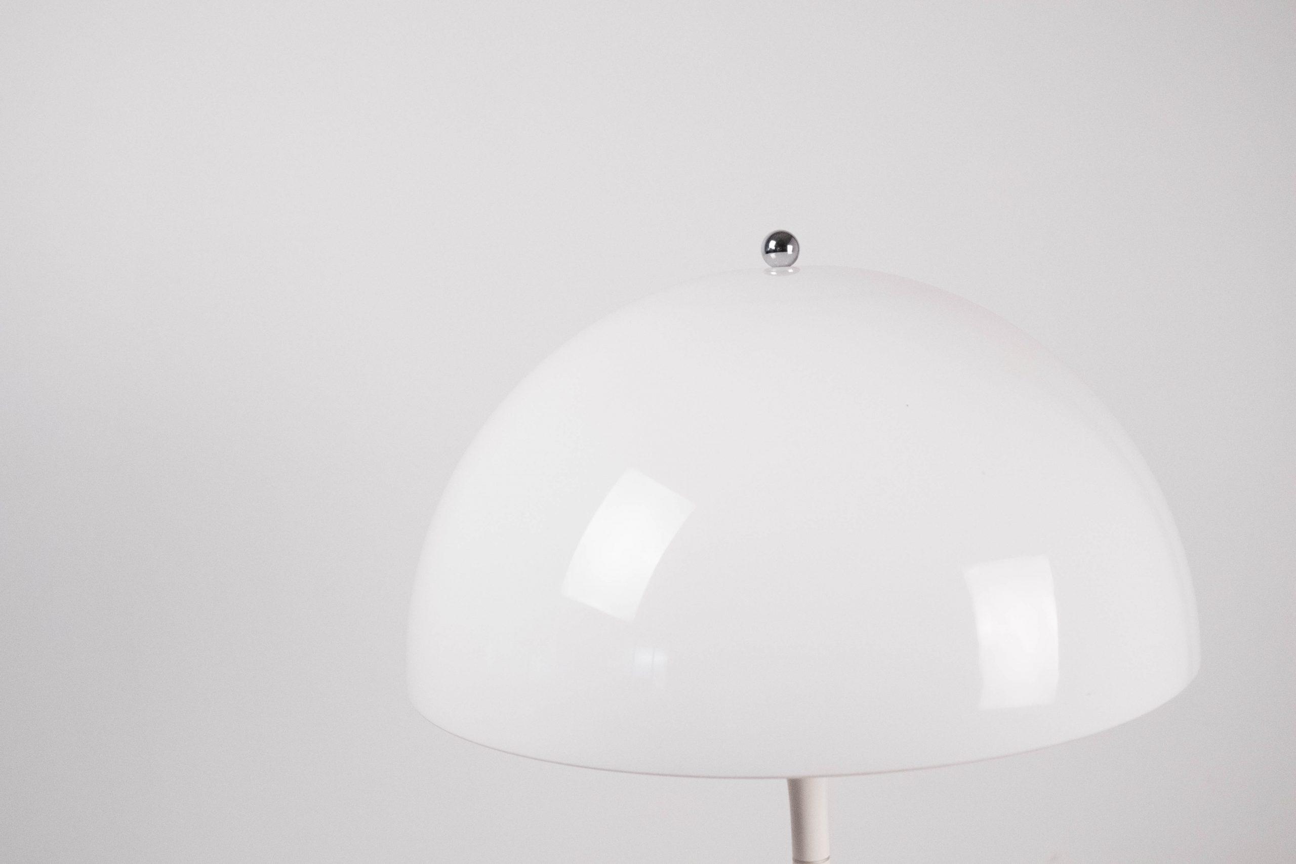 lampara retro vintage blanca panthella fabricada en plastico resistente en italia