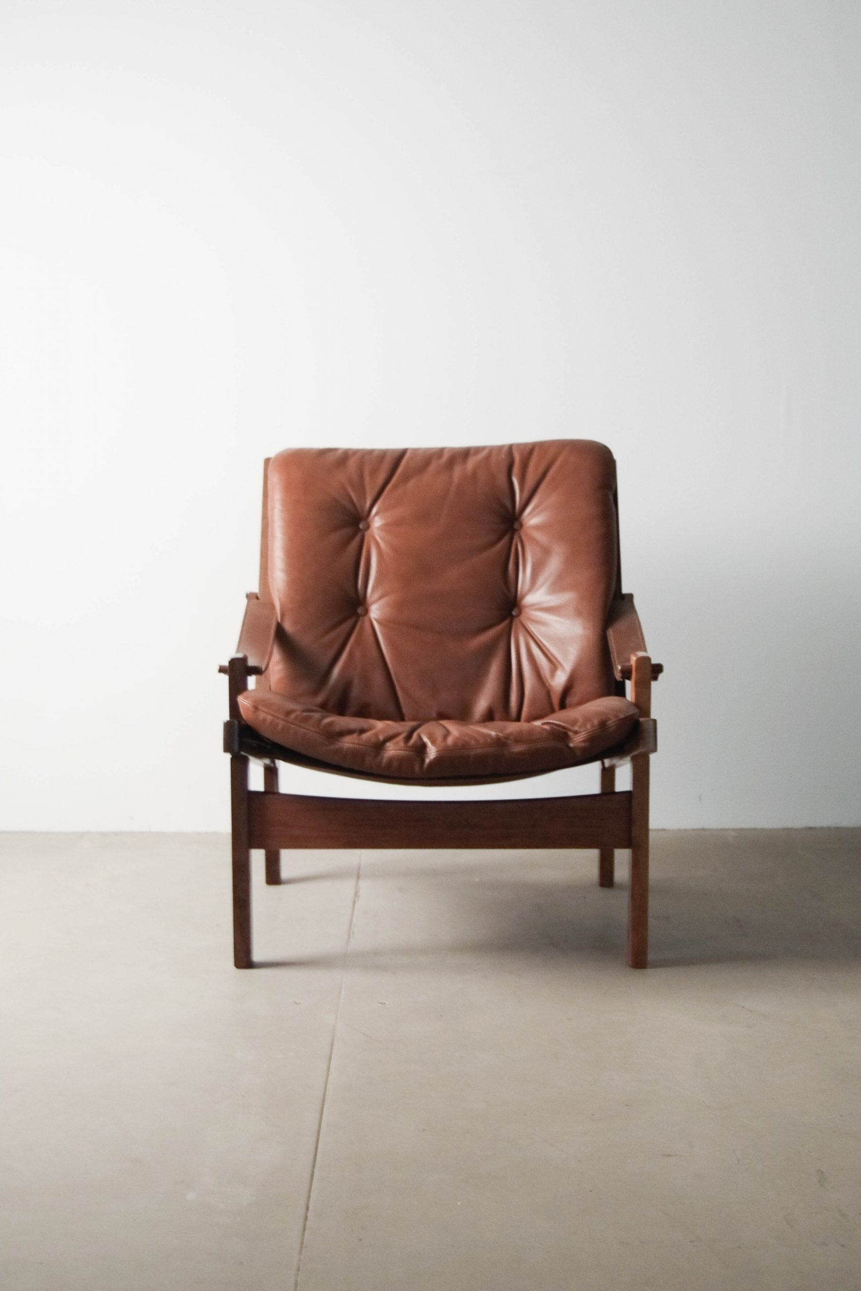 butaca de piel marron de calidad diseño