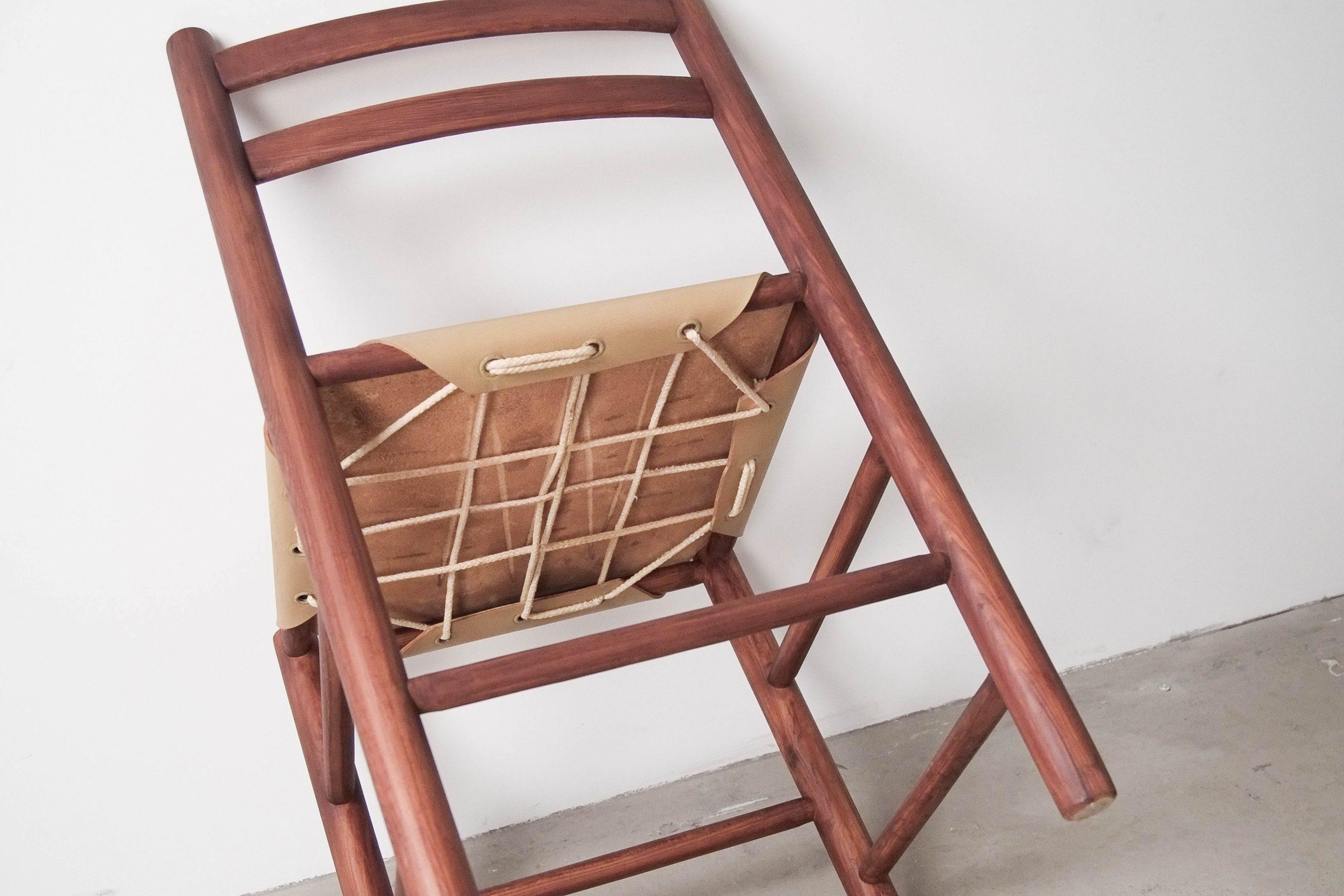 silla artesana vintage madera y piel fabricada a mano