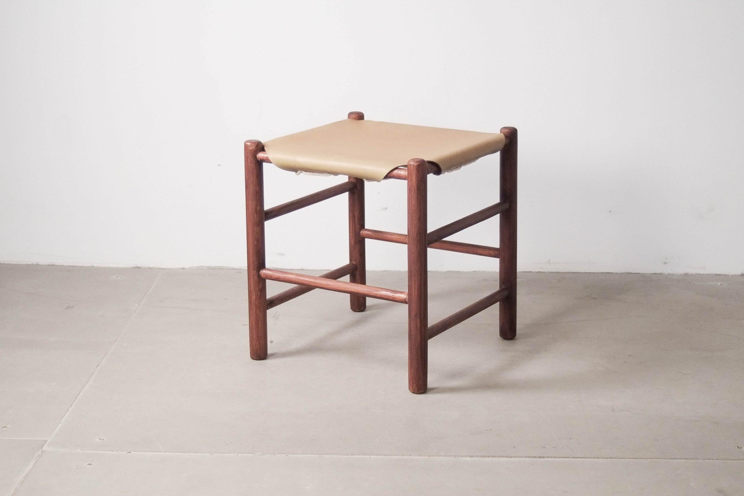 taburete vintage ate van apeldoorn de madera y piel fabricado a mano en holanda diseño años 60 retro