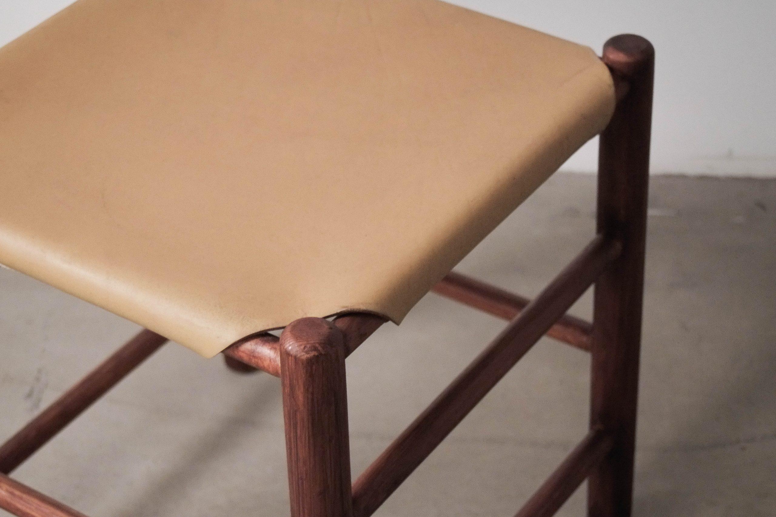 artesania taburete comodo de piel madera diseño años 60 mid century calidad retro vintage