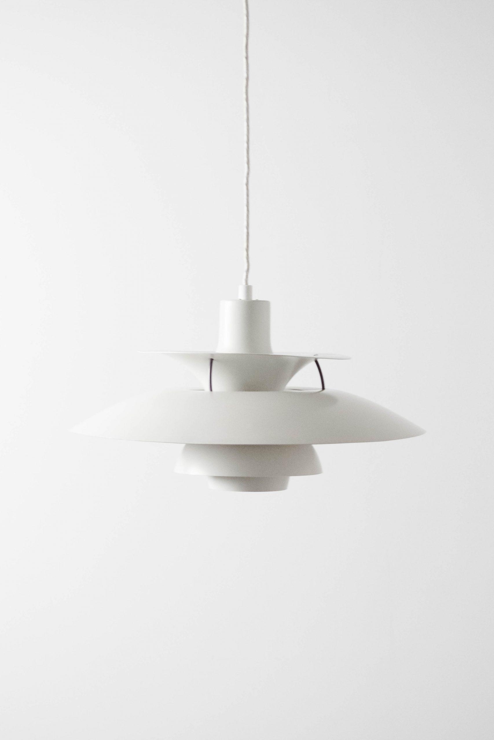 lampara danesa poulsen de diseño blanca de techo