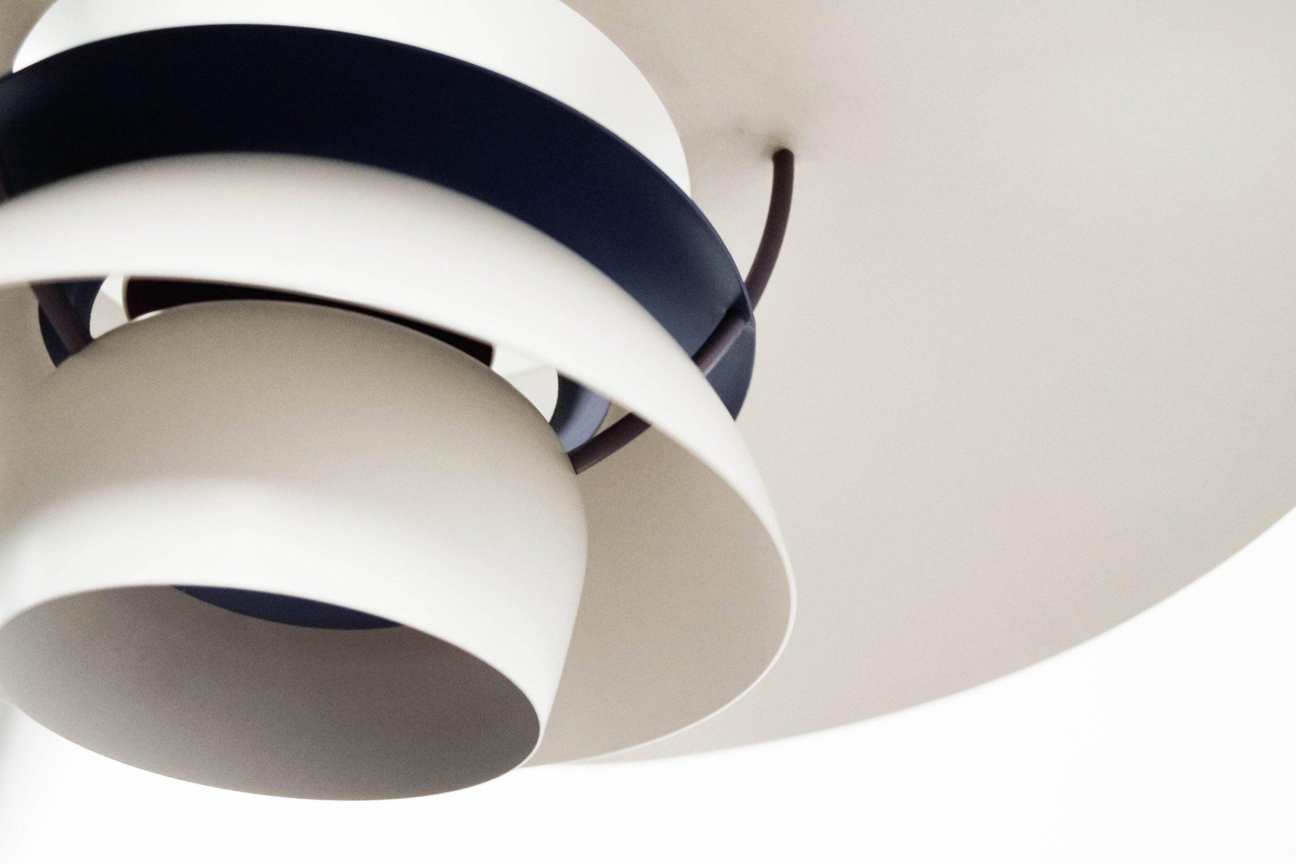 detalle lampara de calidad metalica de diseño danesa poulsen