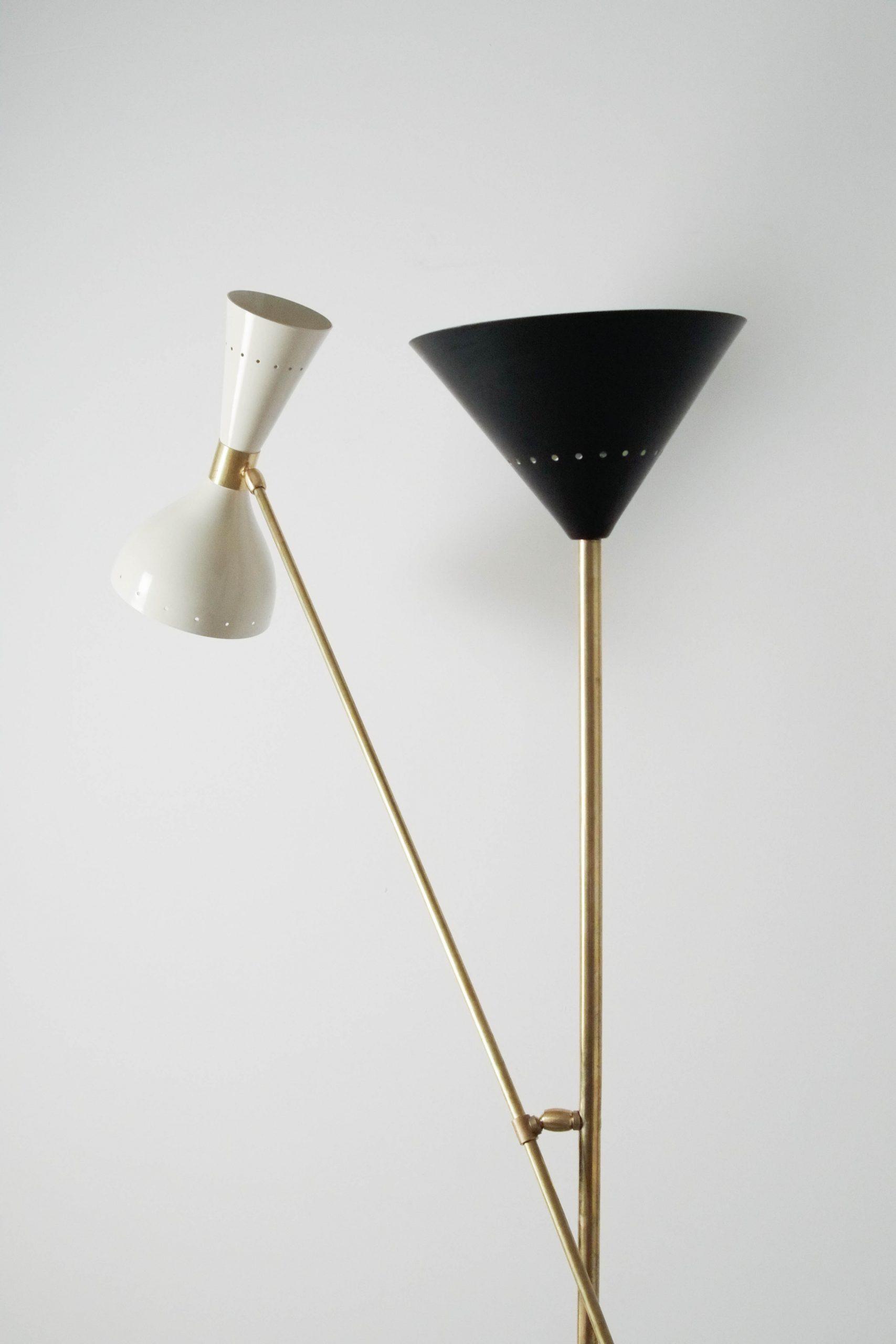 lampara de diseño elegante de laton de salon ligera esbelta