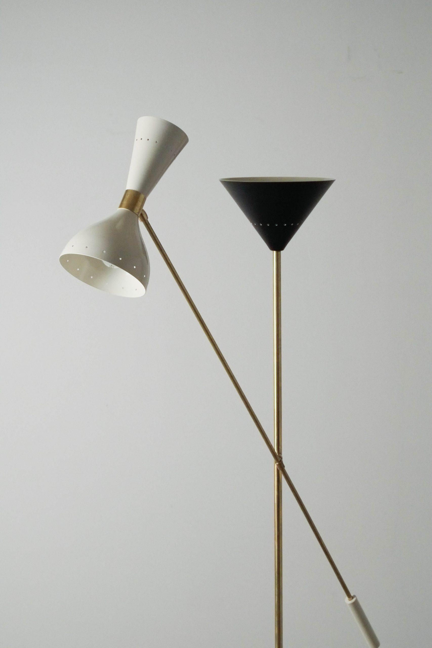 lampara esbelta de laton elegante de diseño
