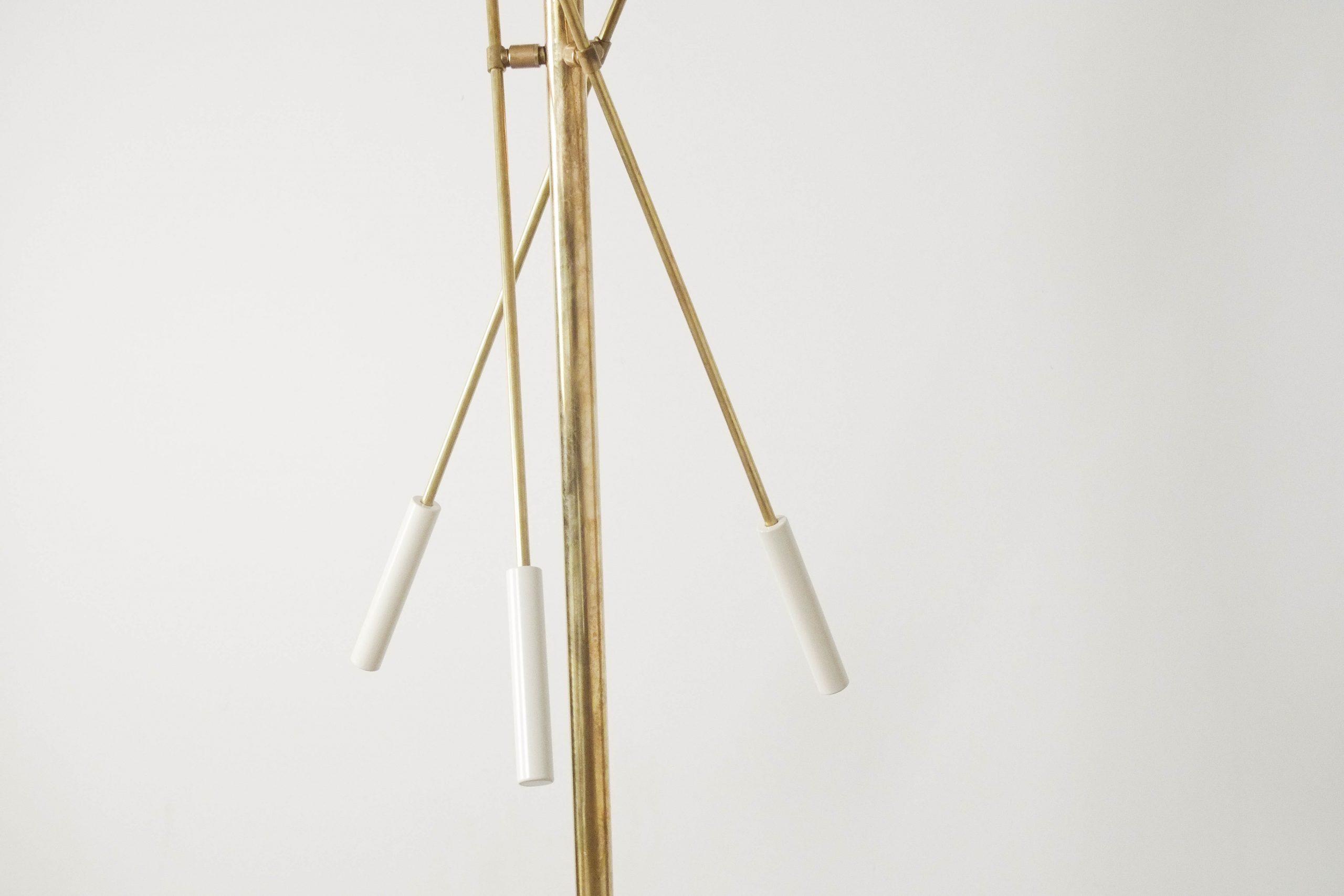 lampara brazos ajustable de pie fabricada en laton