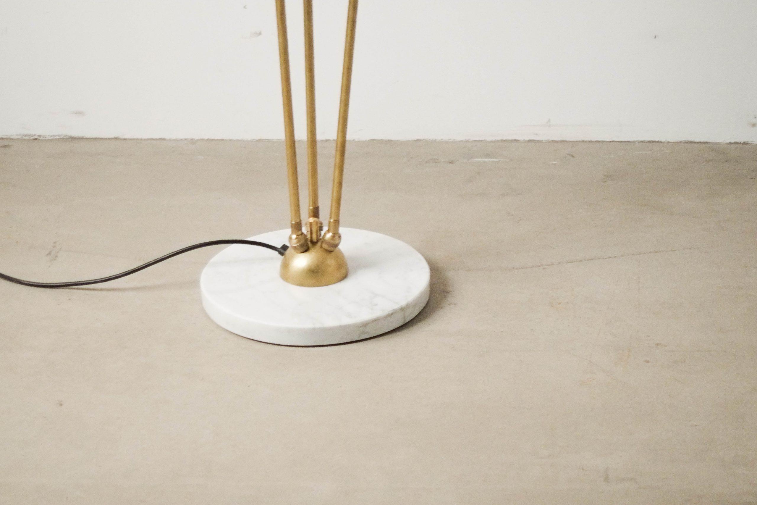 lampara de pie de marmol ajustable de diseño