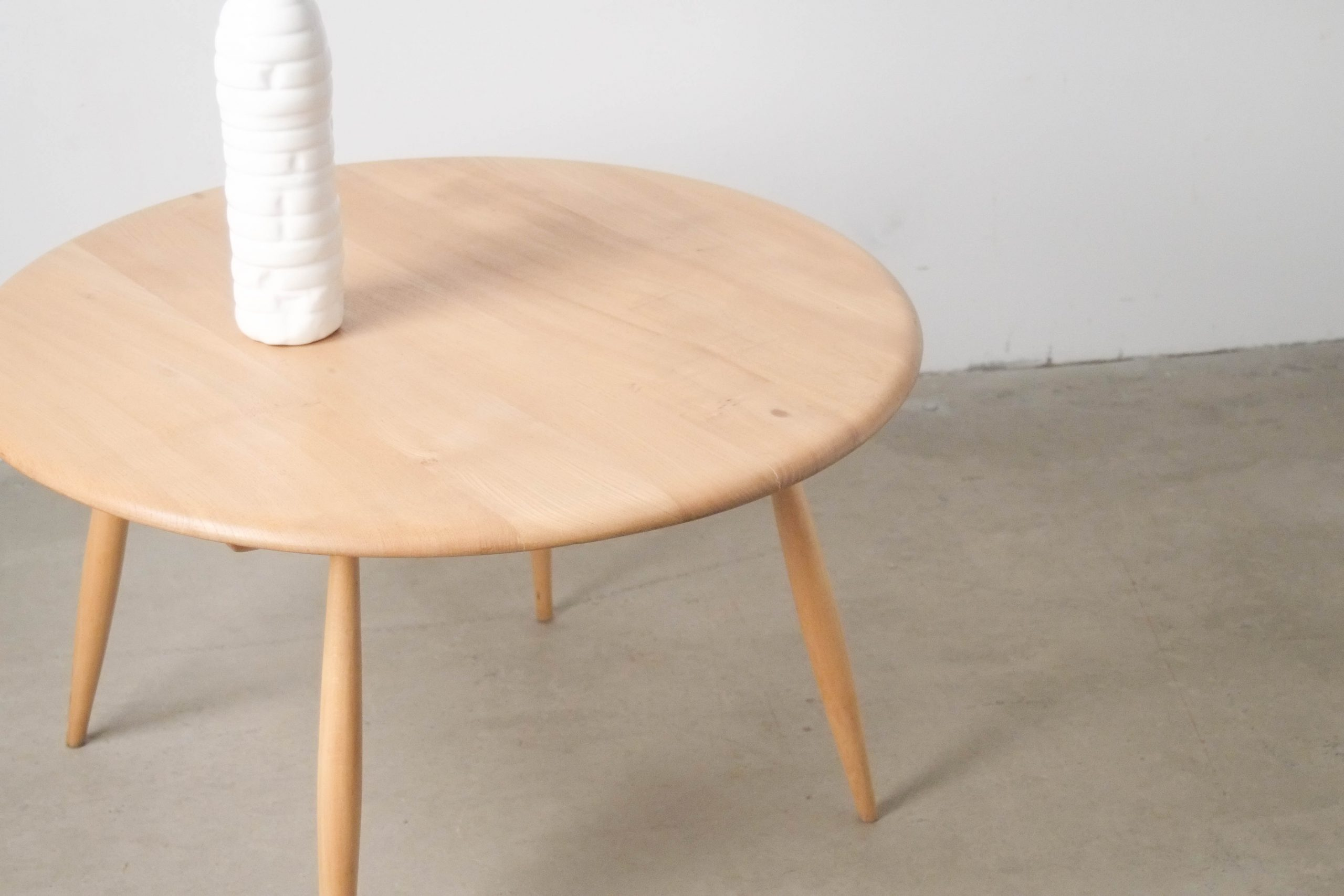 mesa de madera de olmo ercol fabricada a mano en reino unido