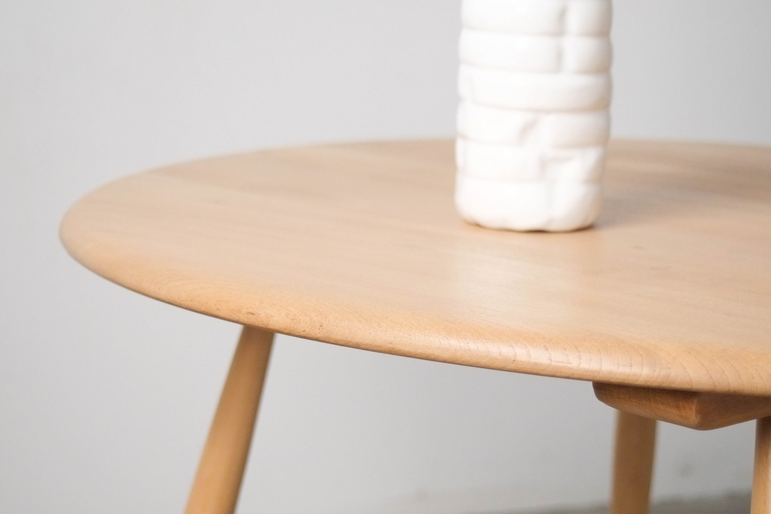 mesa de centro de madera de haya y olmo de cafe de centro