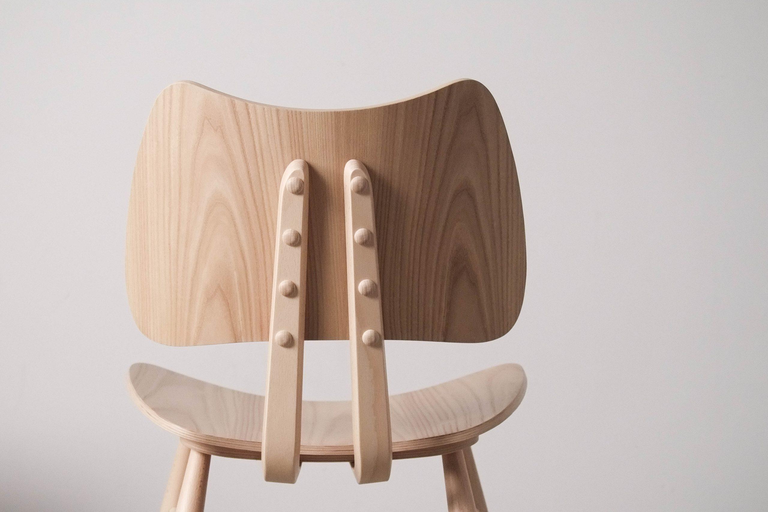 silla de diseño ercol hecha a mano en reino unido artesania original