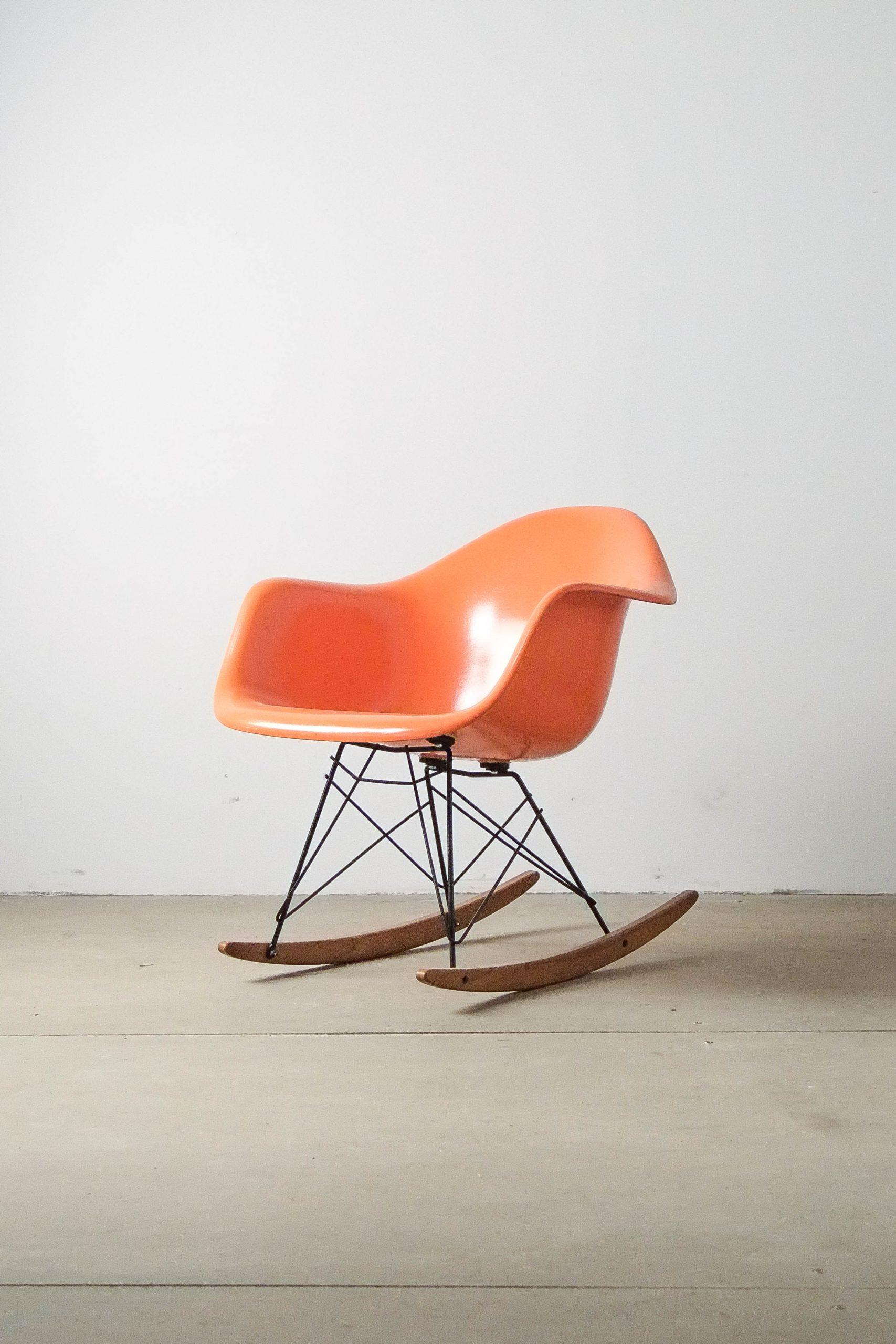 mecedora fiberglass naranja diseño
