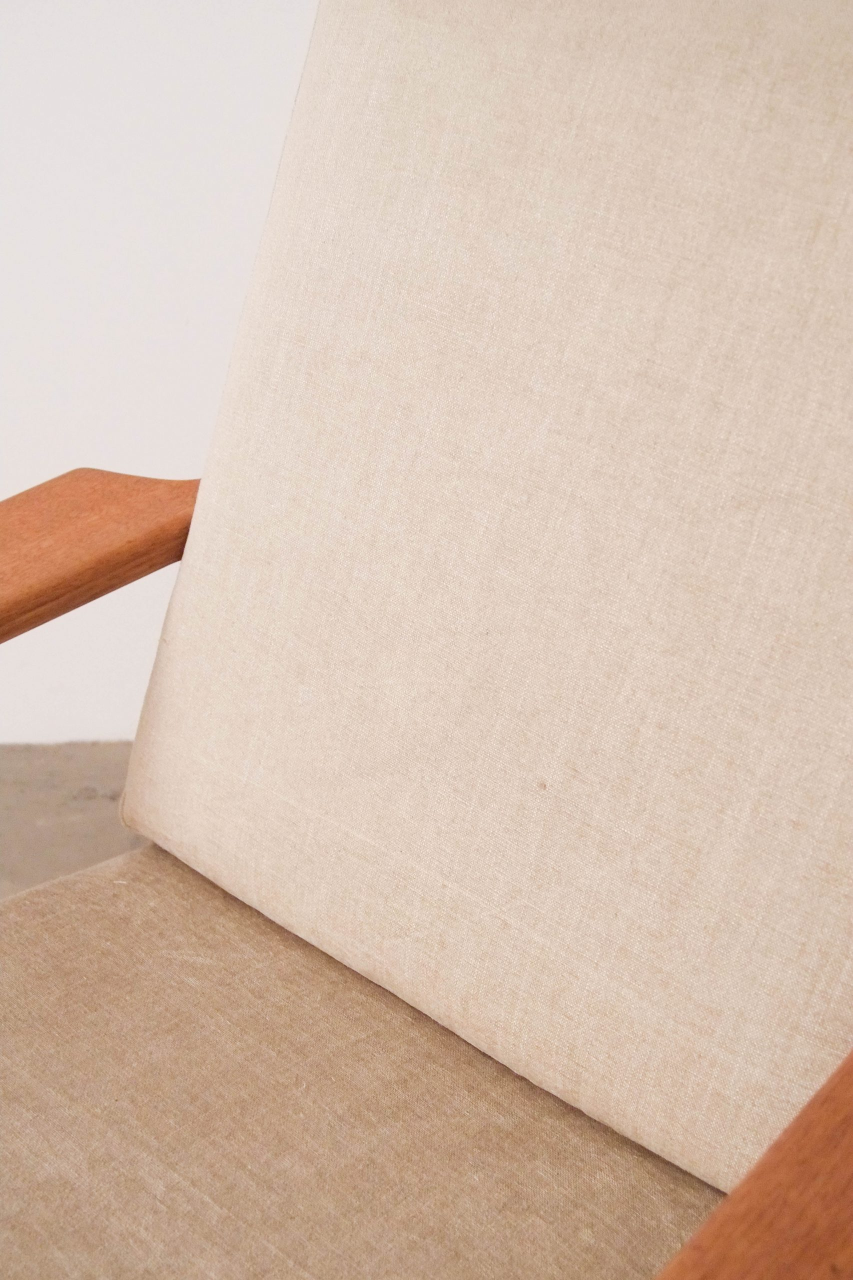 butaca tapizada de madera de roble getama hans wegner de calidad hecha a mano ebanista