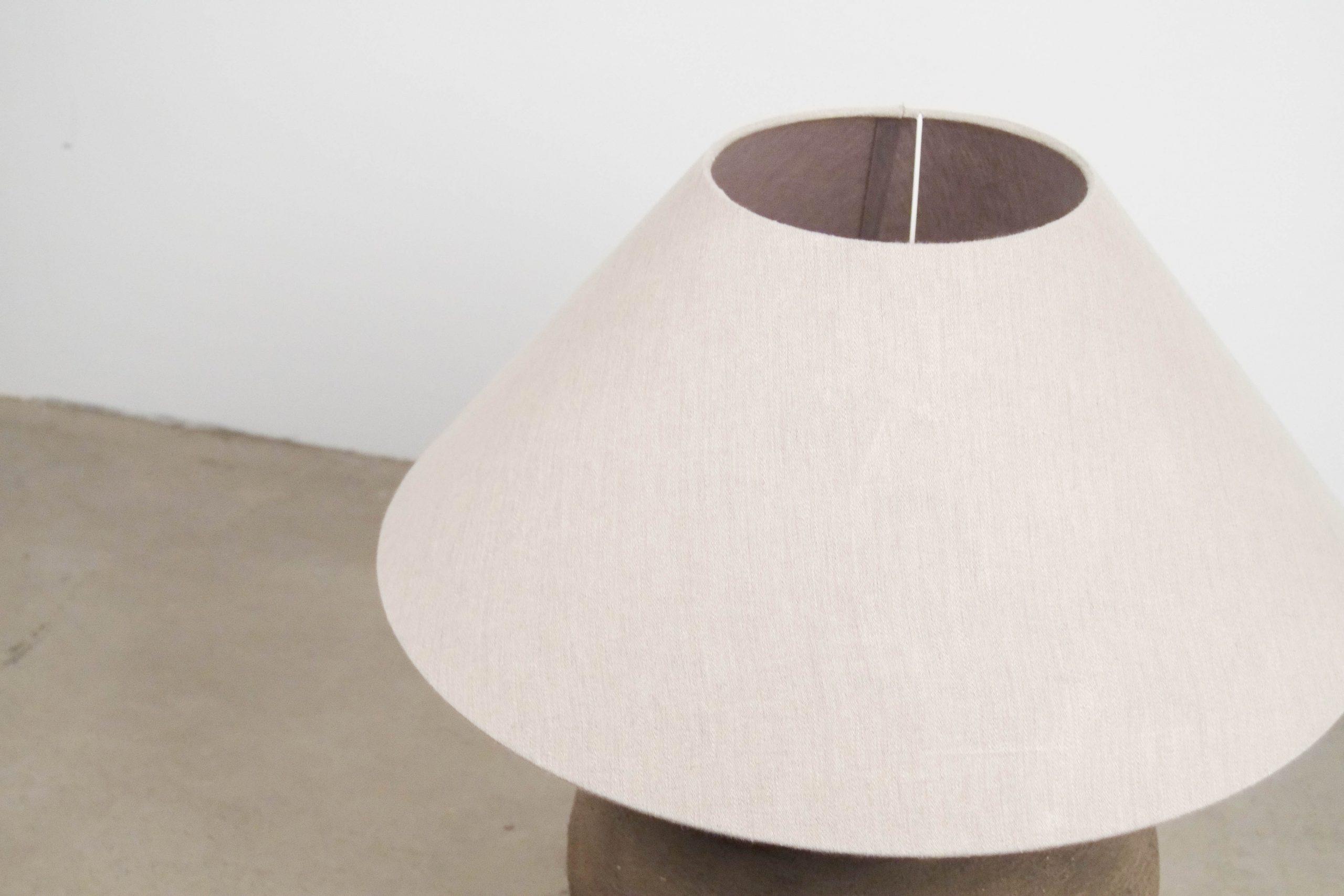 lampara con pantalla de lino de mesa redonda de diseño