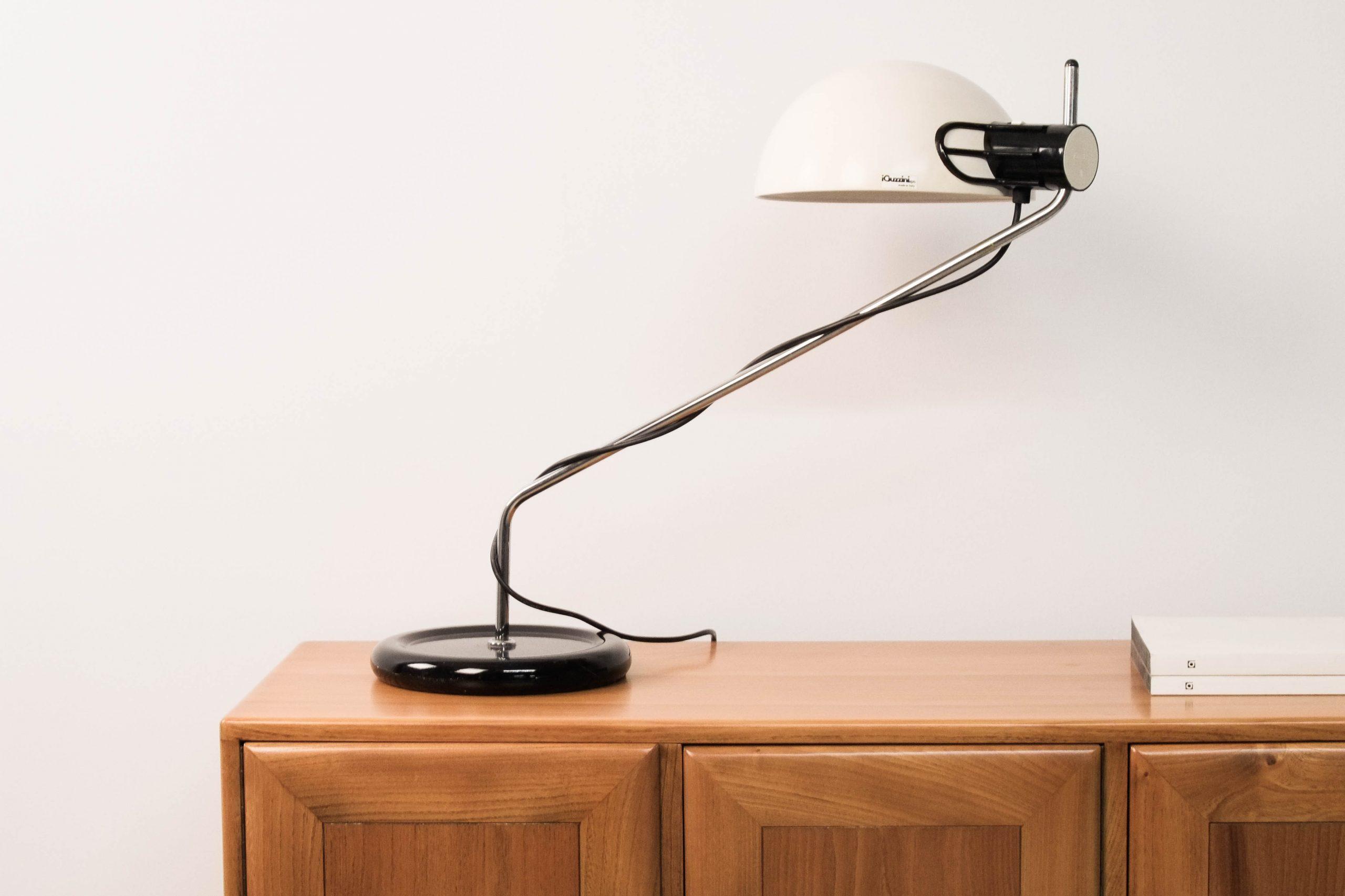 lampara de diseño guzzini de ecritorio de estudio despacho