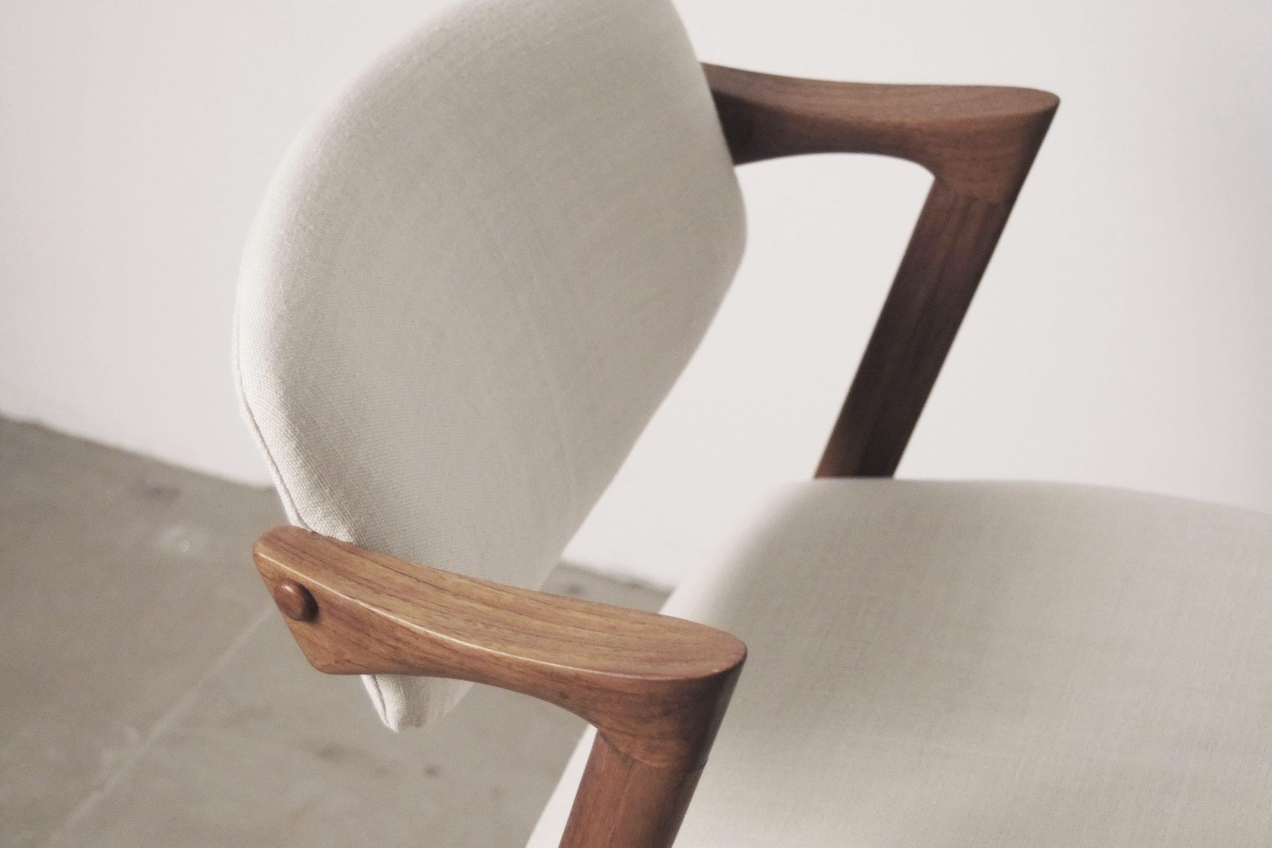 detalle reposa brazos reposabrazos de madera maciza de teca natural diseño silla de autor de diseño
