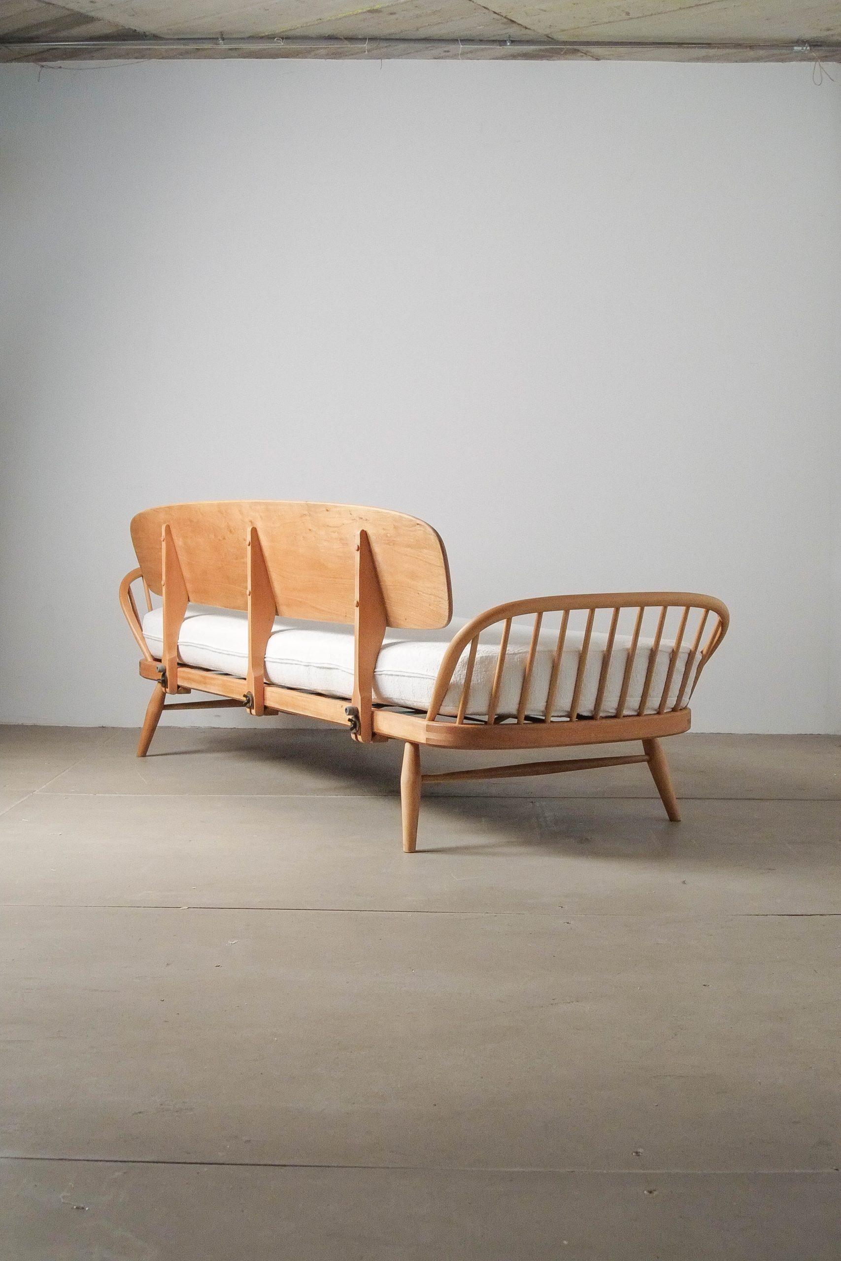 sofa de diseño tapizado de madera maciza