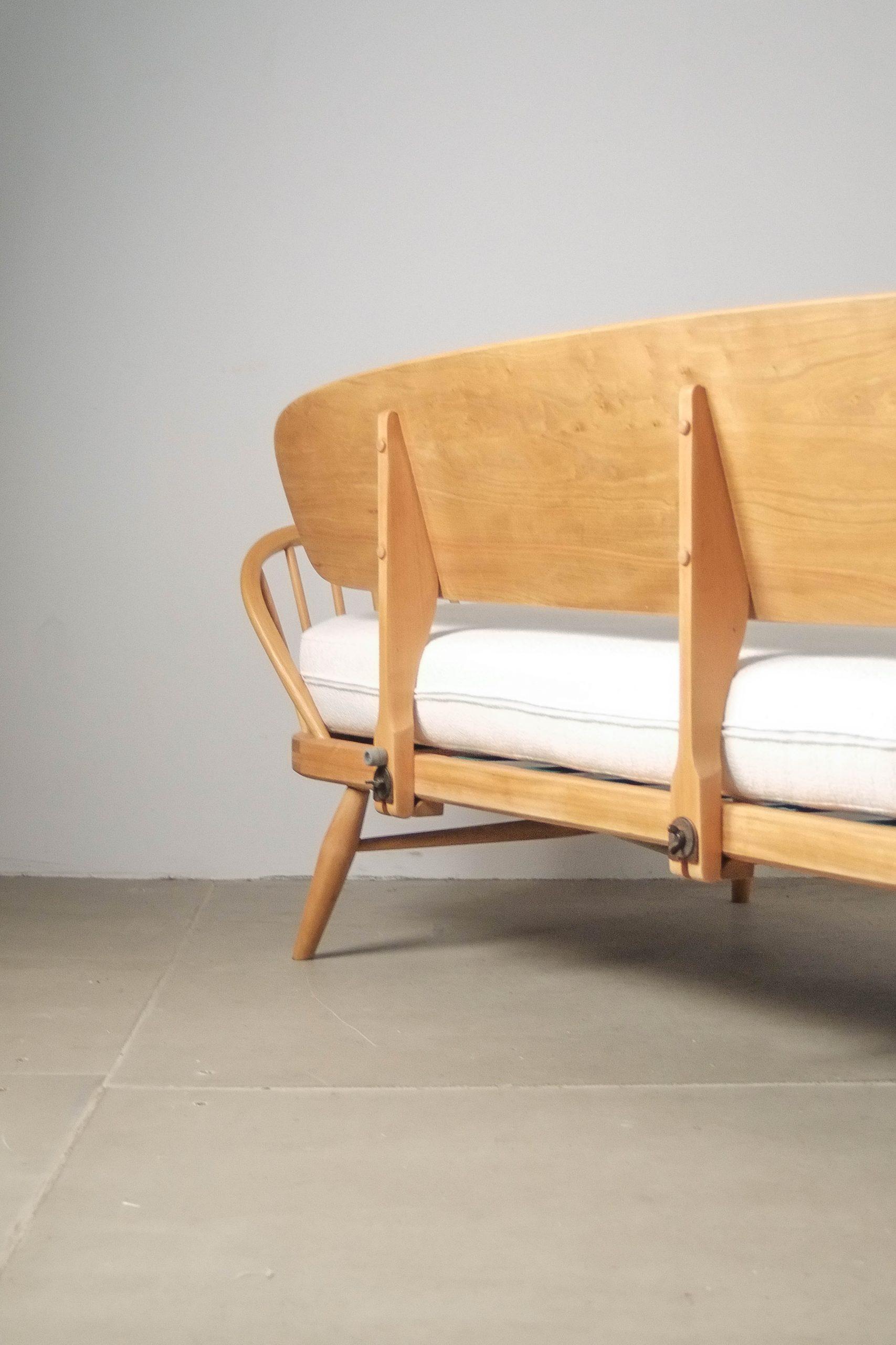 sofa de madera maciza de diseño studio estudio blanco tapizado
