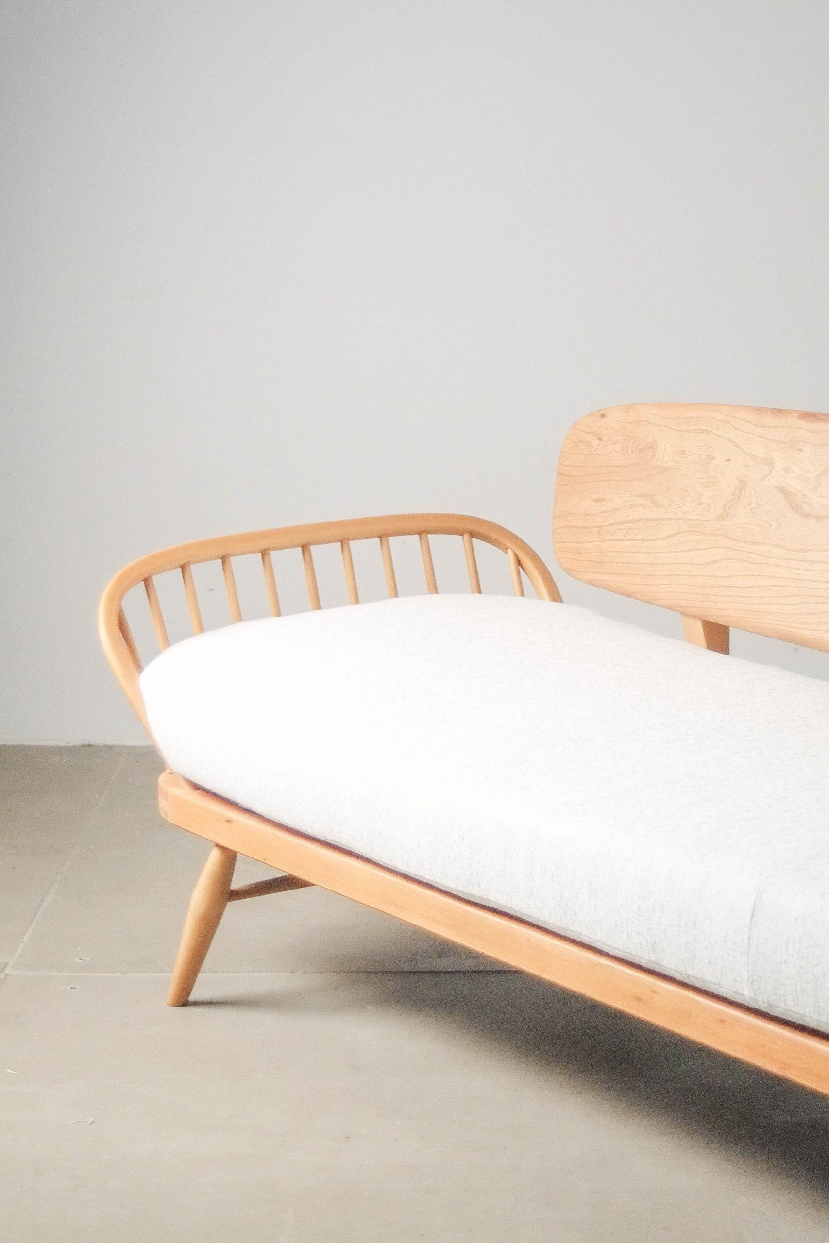 sofa tapizado de diseño de madera ercol canape cama