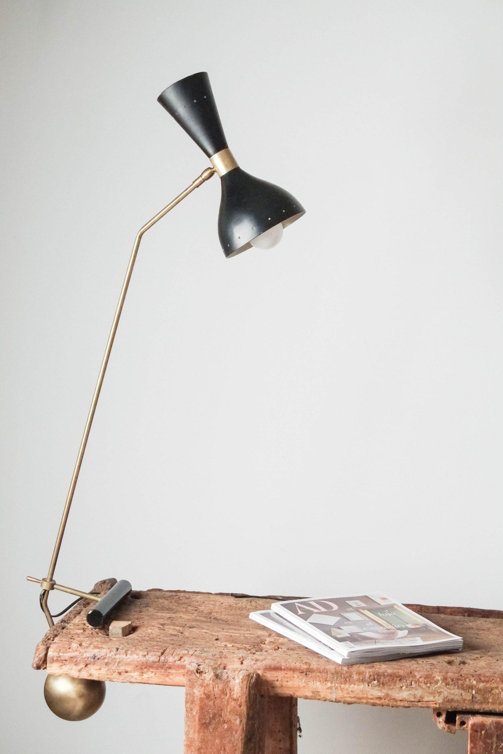 lampara de diseño italiana ball fabricada a mano en laton bolla contrapeso