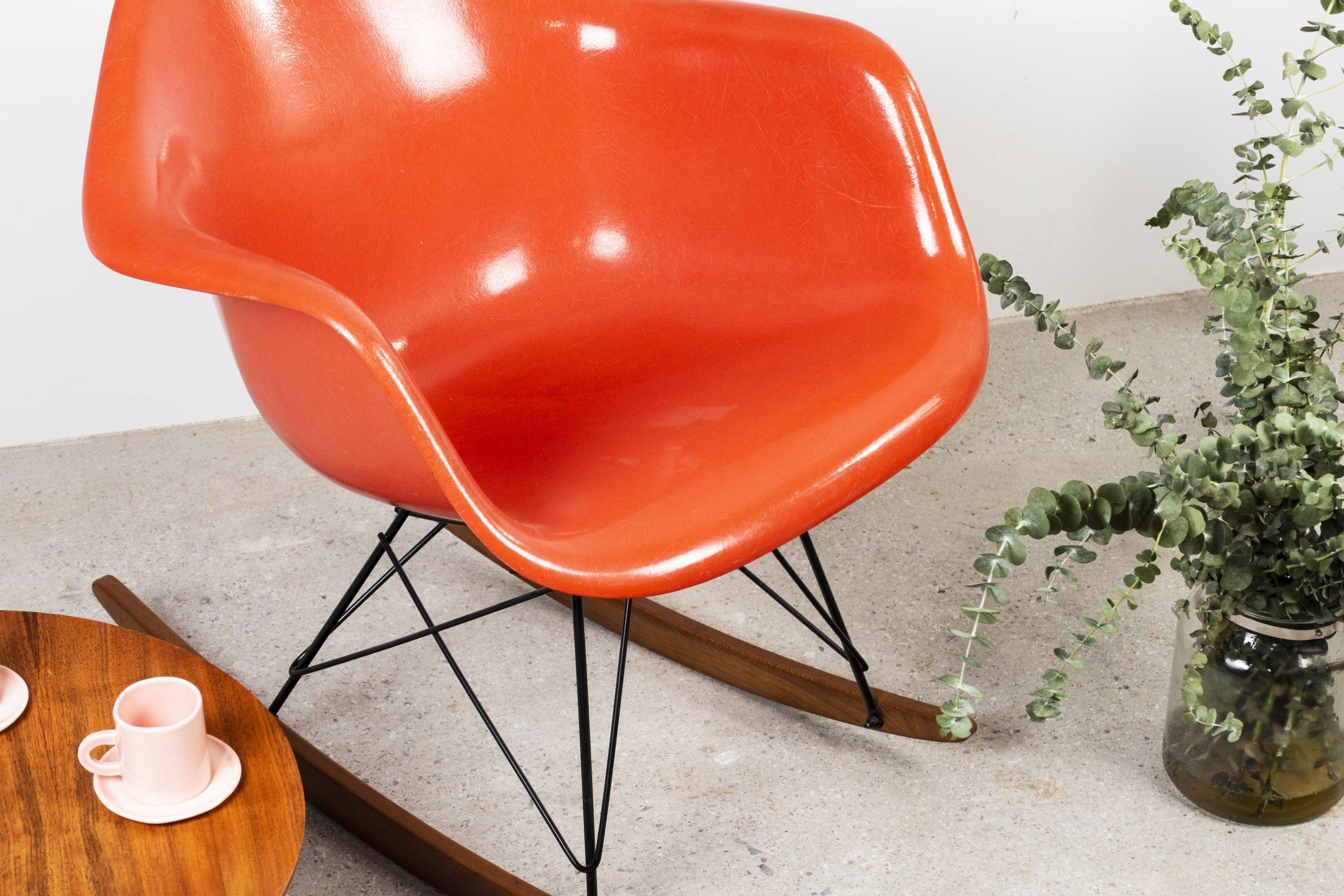 silla mecedora butaca herman miller de diseño fibra de vidrio fiberglass