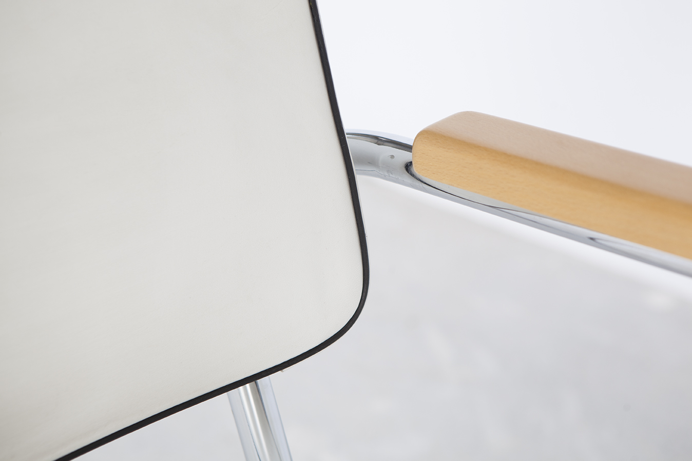detalle piel macera silla de acero bauhaus diseño