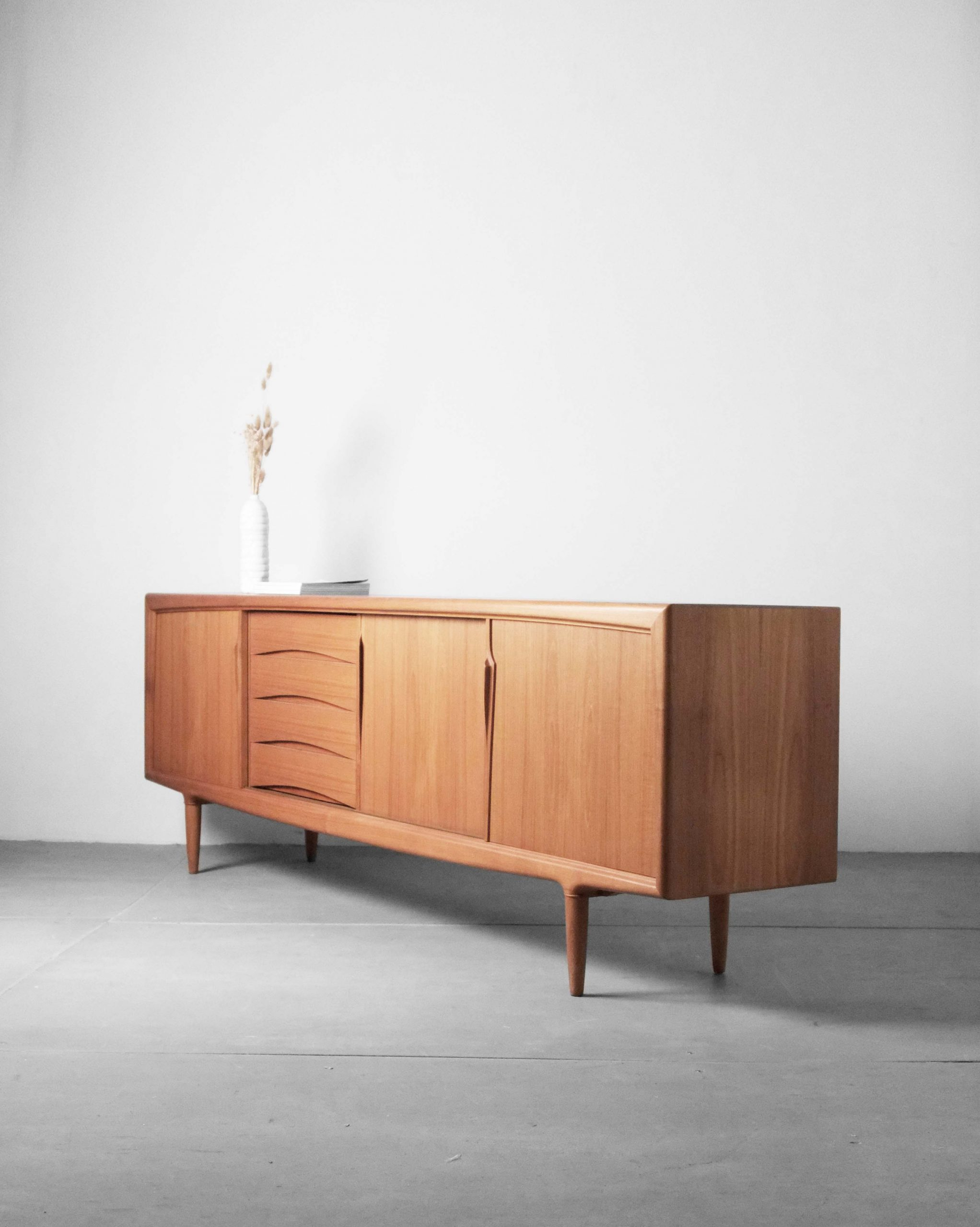 aparador victor wilkins de madera de teca mueble bar discos años 60