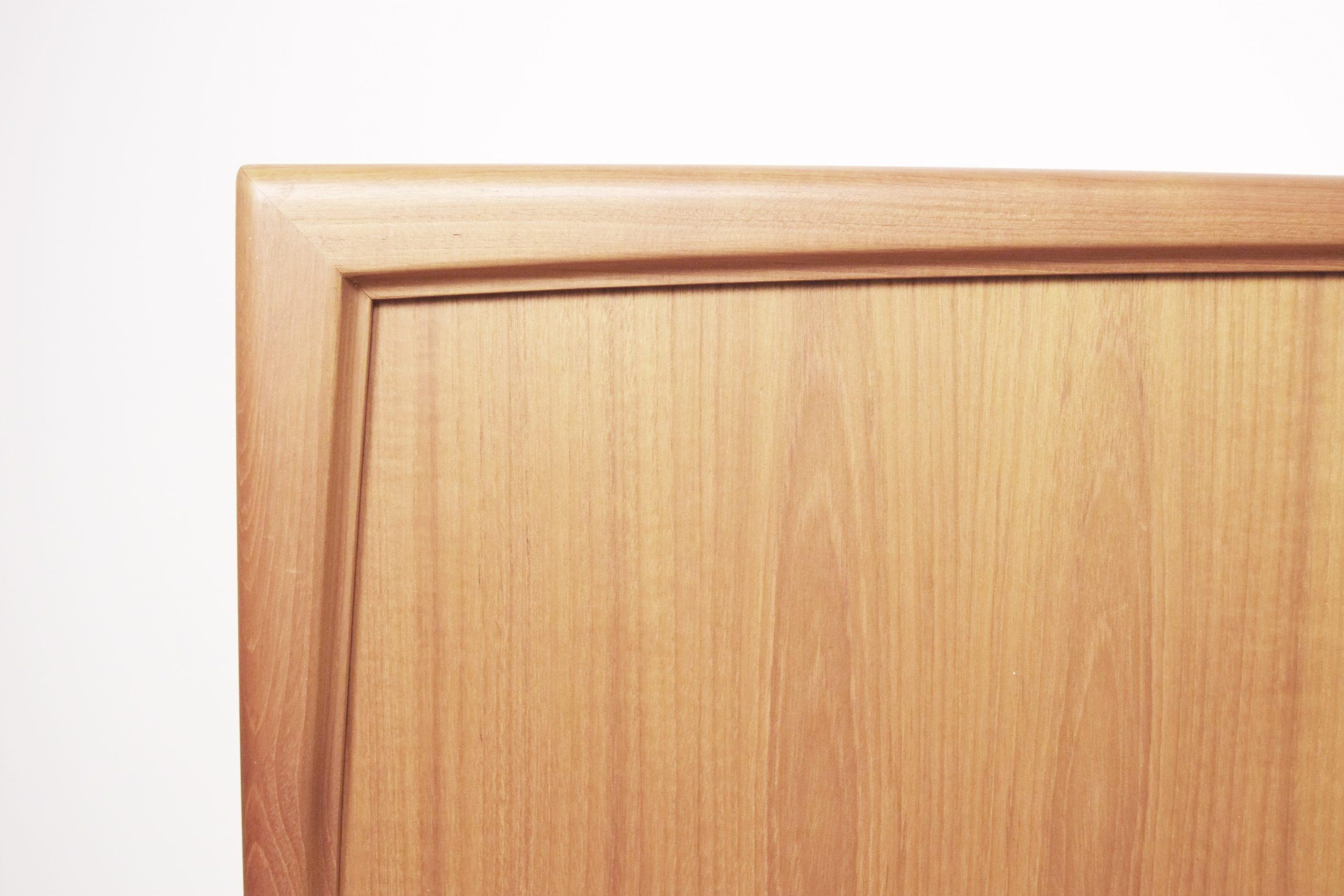 detalle de aparador victor wilkins de madera de teca