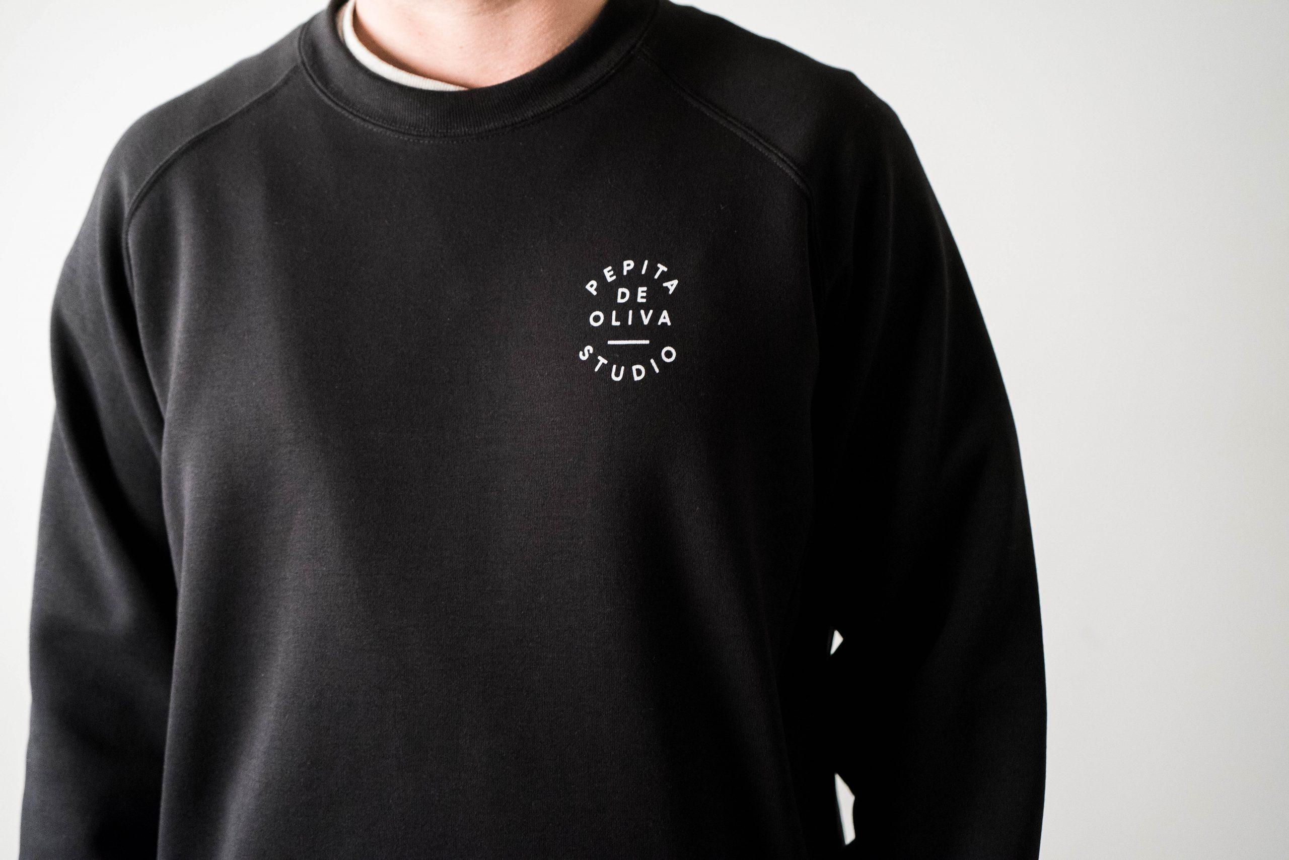 sudadera pepita logo negra blanco