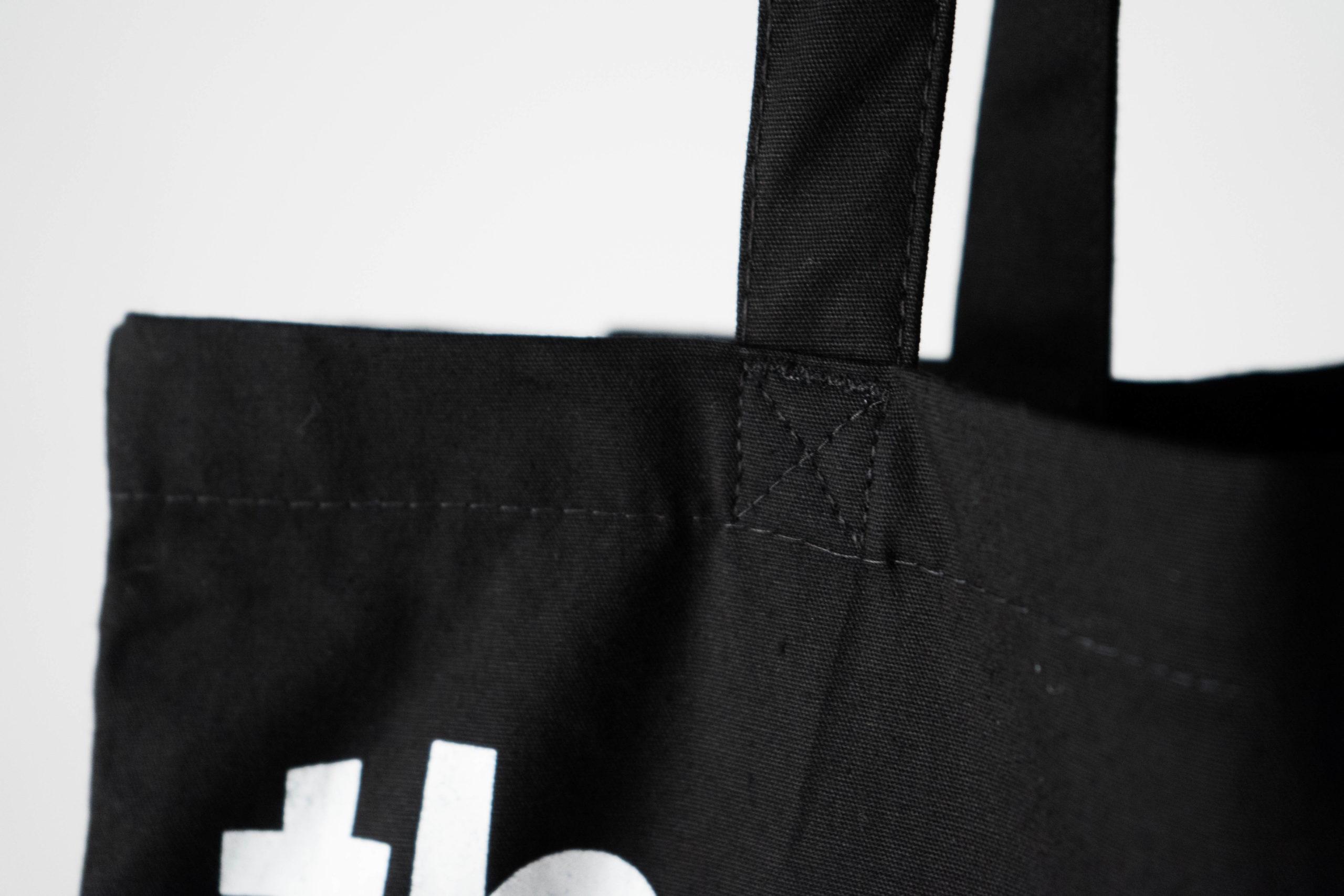 detalle de calidad costura bolso de diseño hecho a mano
