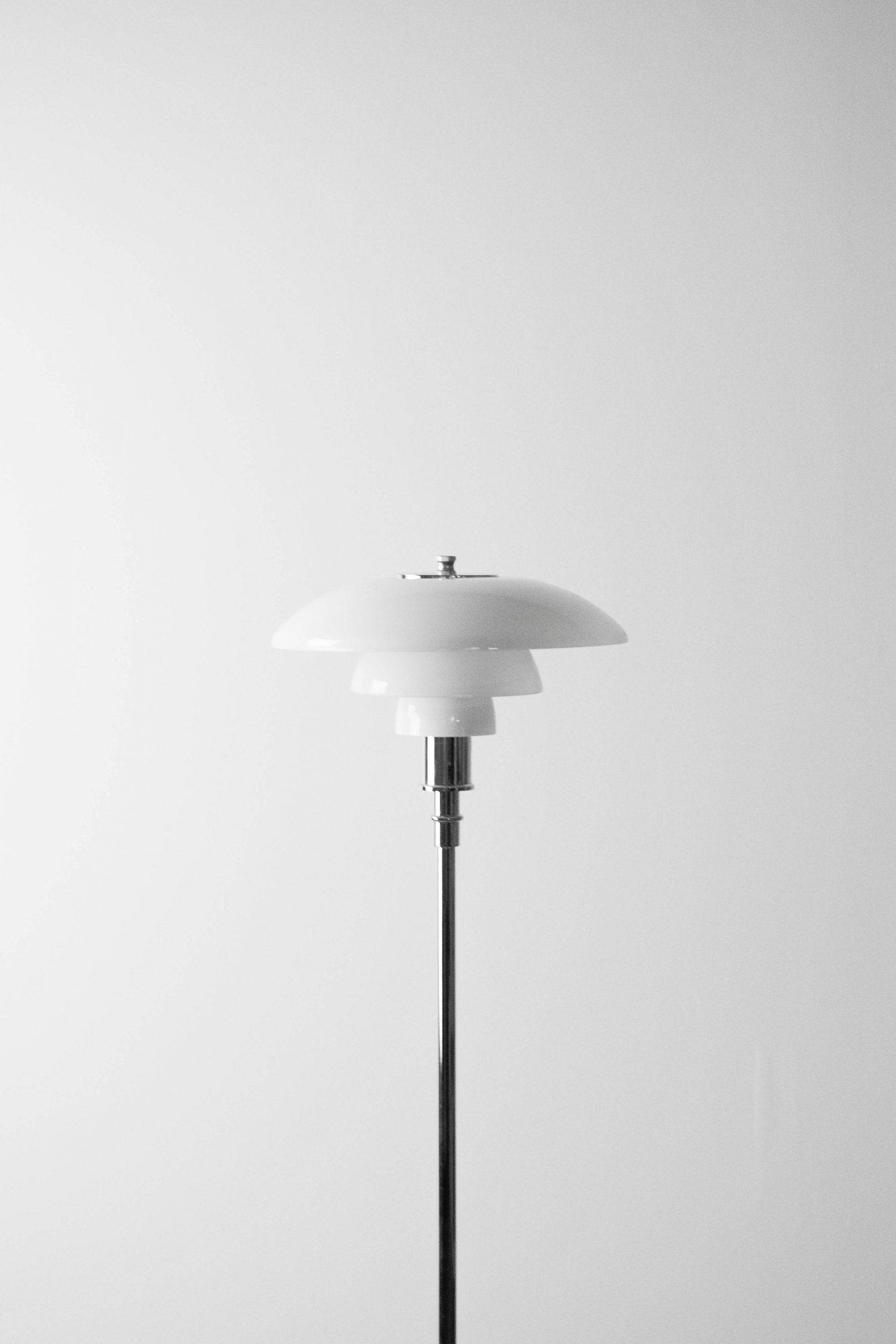 lampara de pie elegante de diseño fabricada a mano cromada