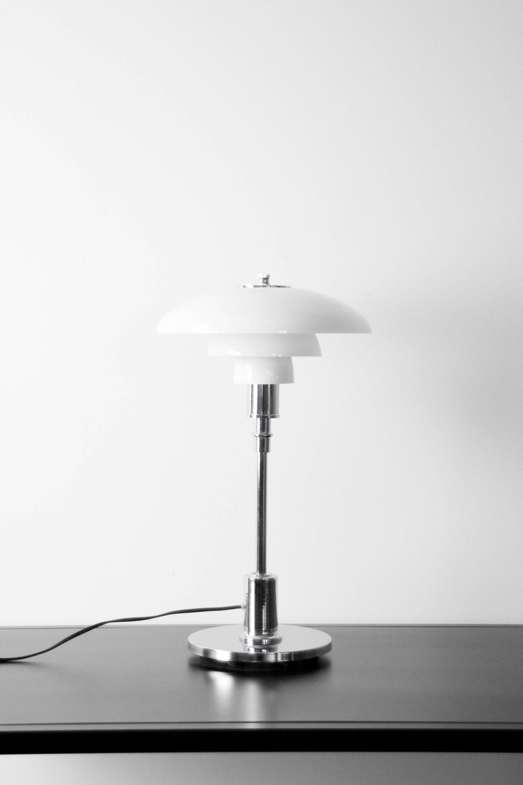 lampara de mesa poulsen de diseño cromada