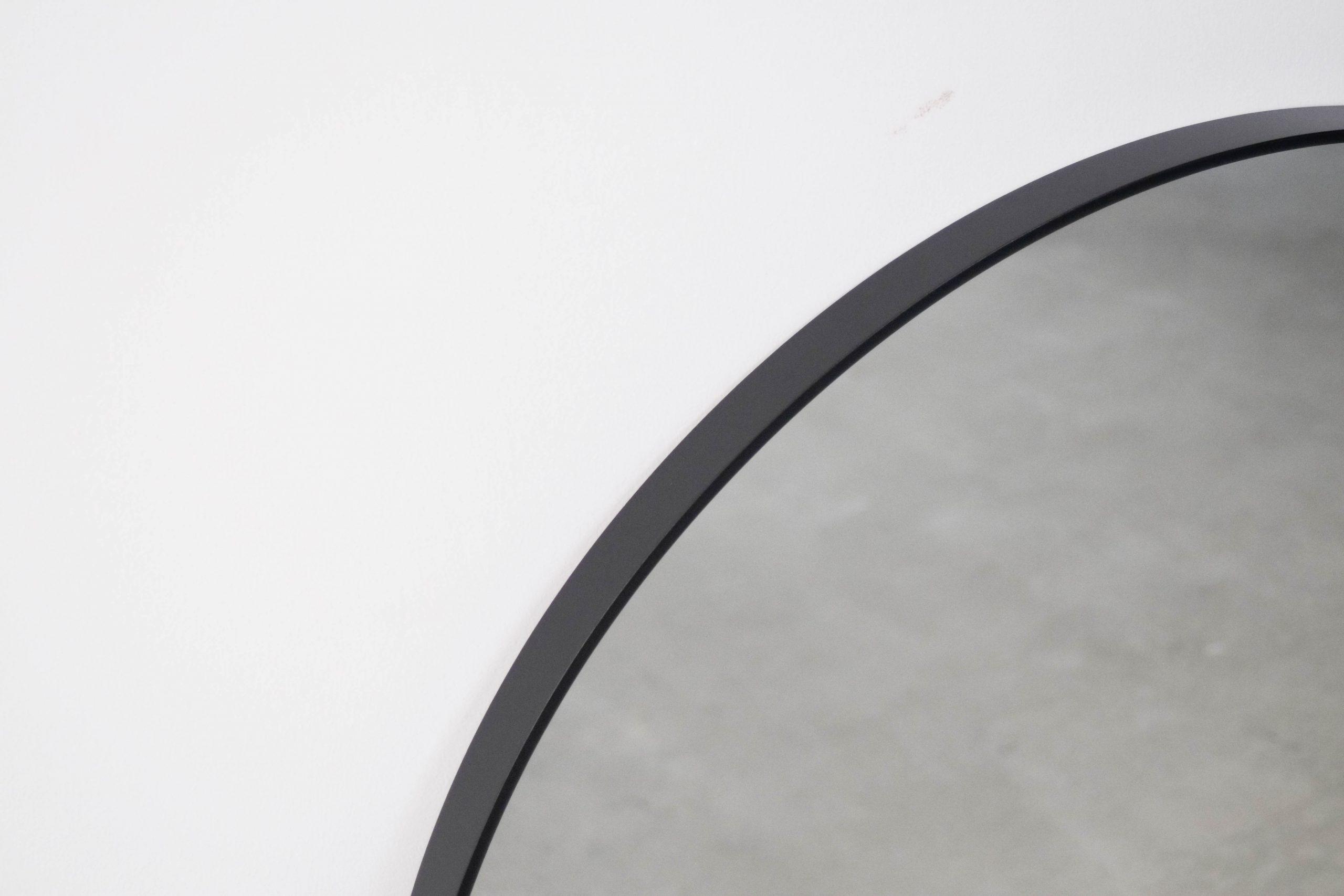 espejo redondeado de metal pepita de oliva de diseño