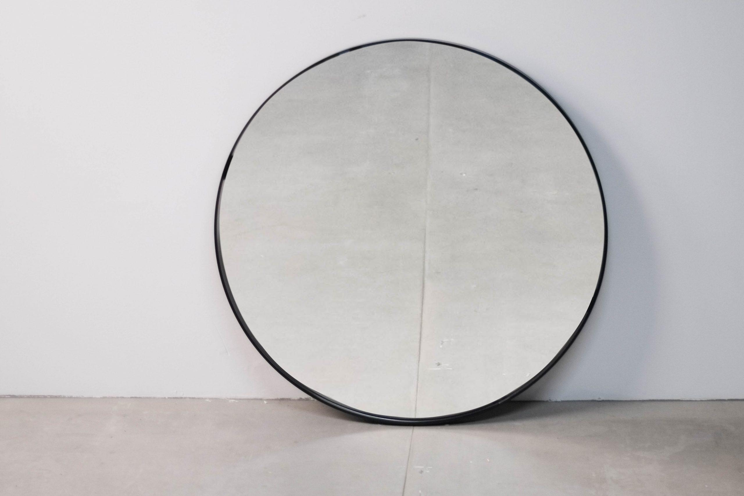 espejo de metal de diseño negro fabricado a medida redondo