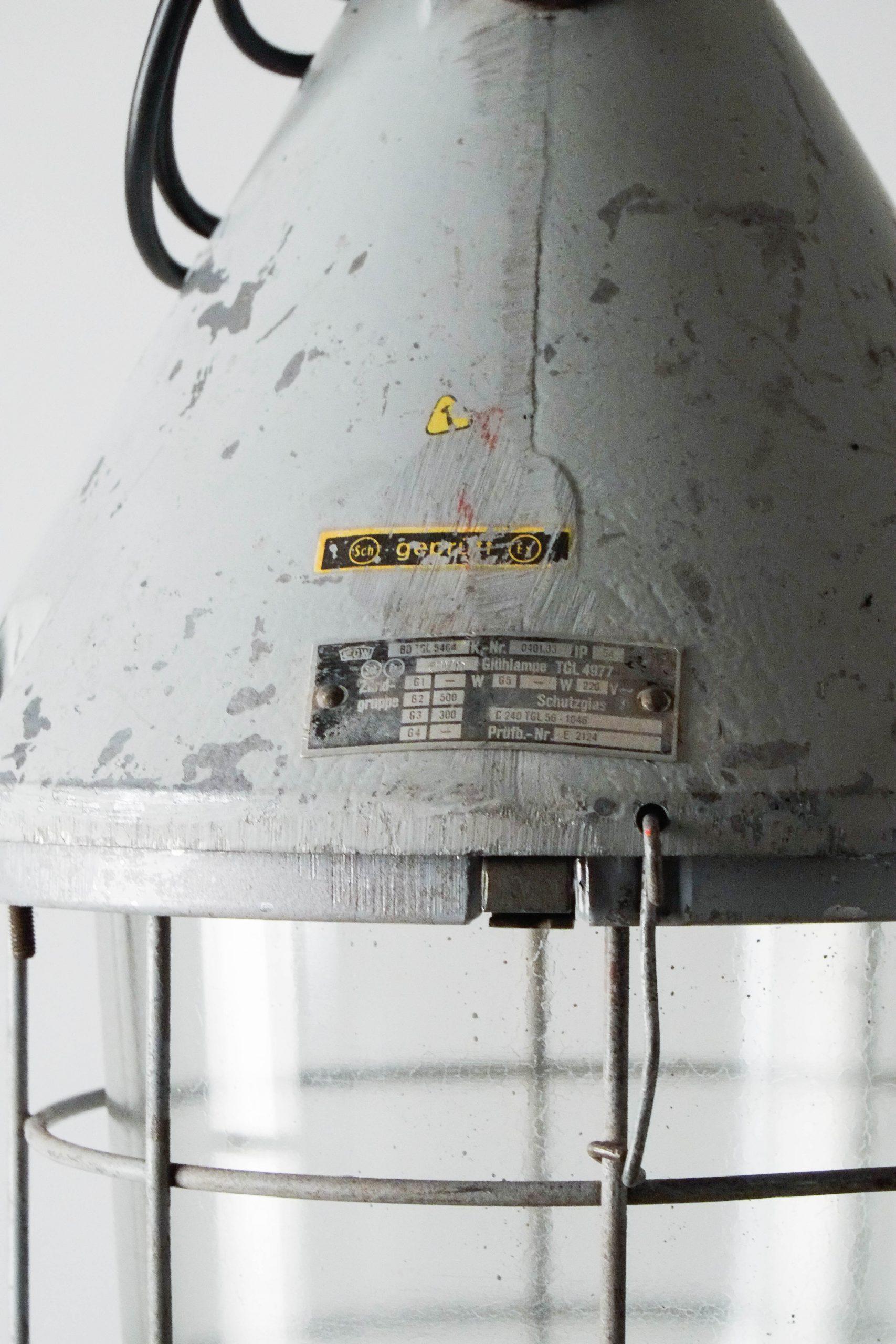 lampara industrial alemana de metal hierro acero