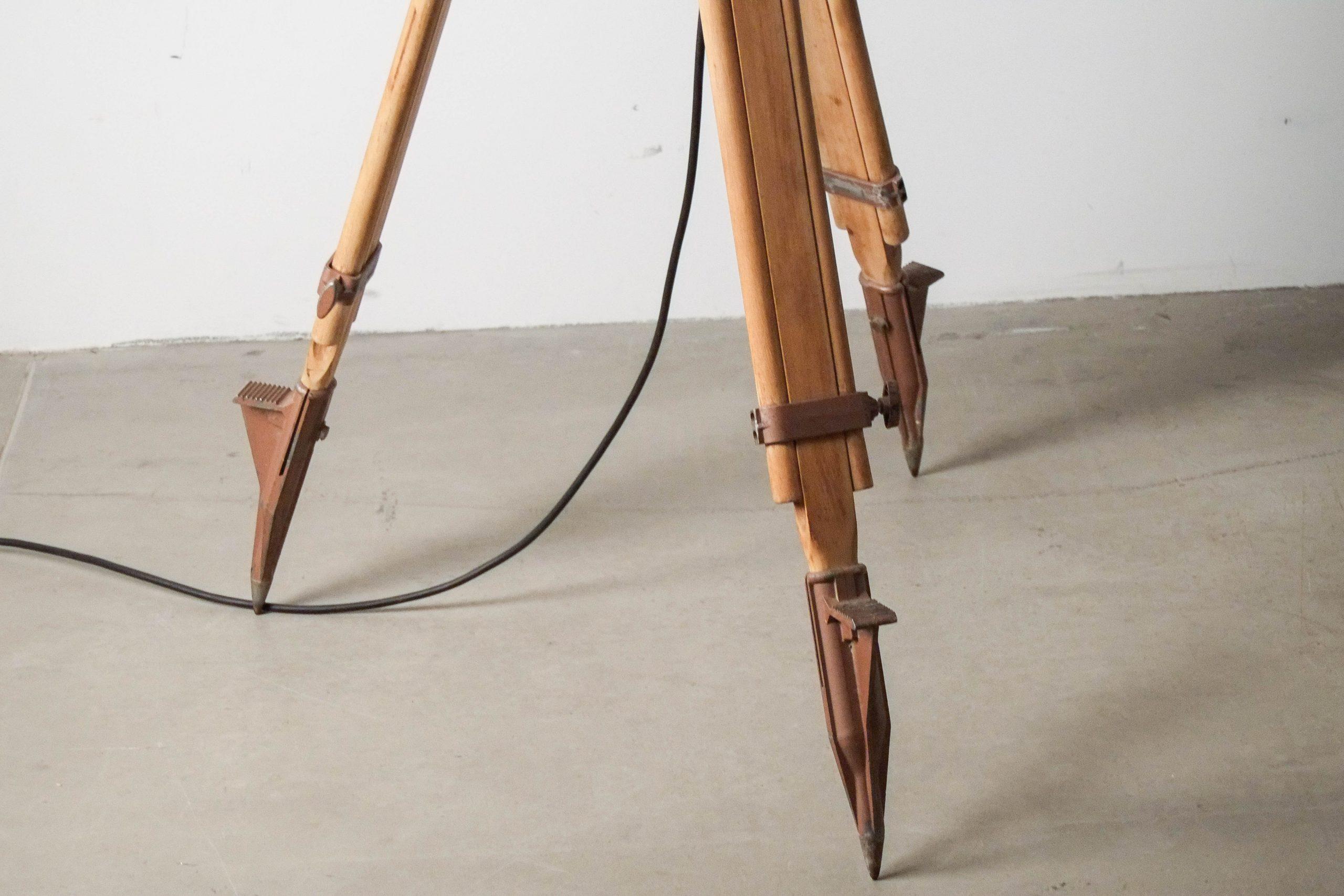 detalle pies ajustable foco lampara pie