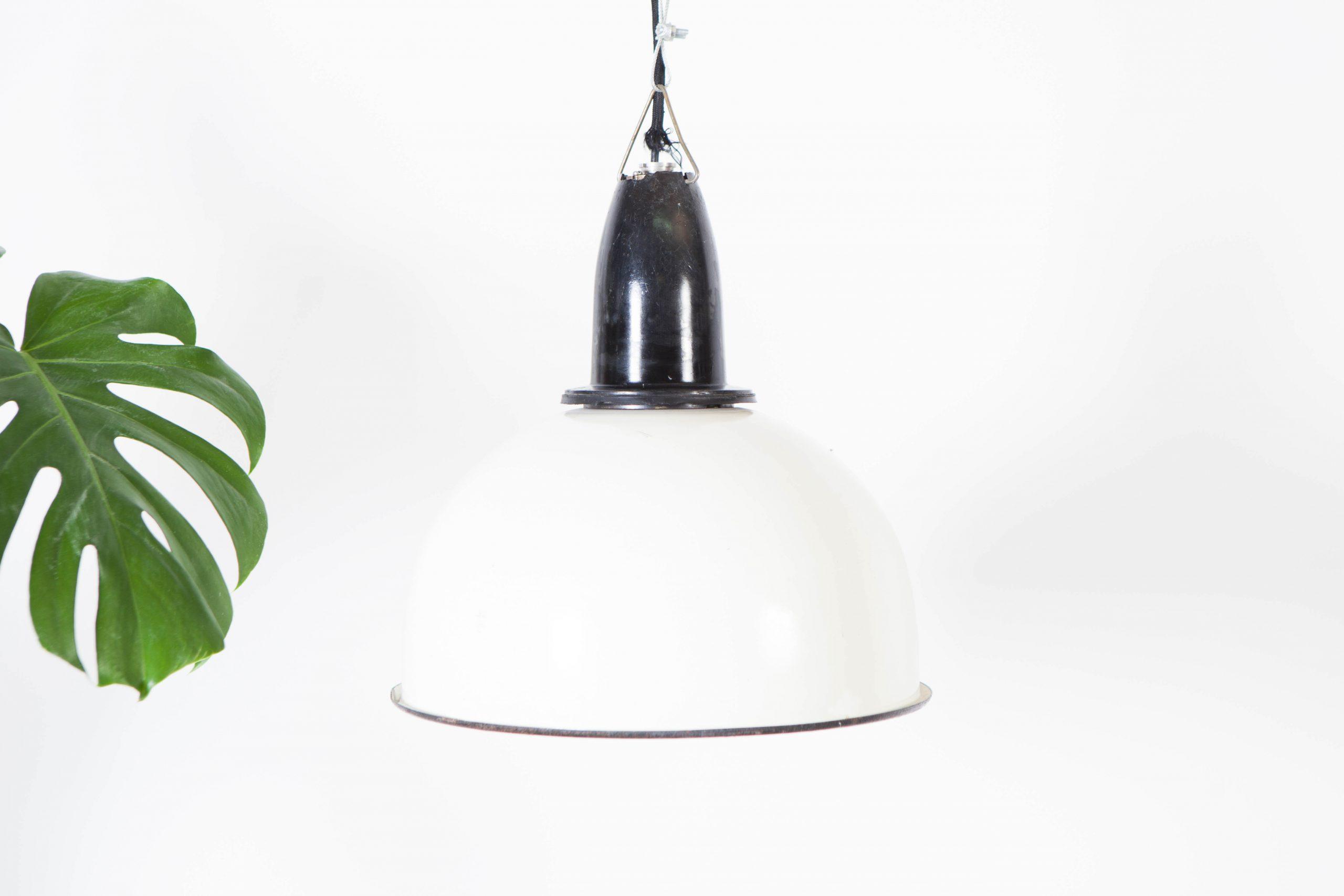 lampara de techo blanca y negra industrial de techo salon cocina