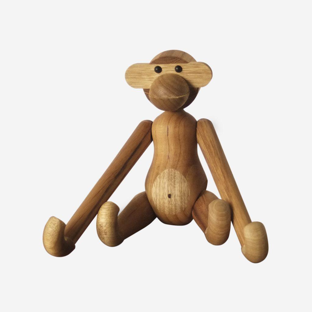 mono decorativo de madera nordico kay bojensen hecho a mano