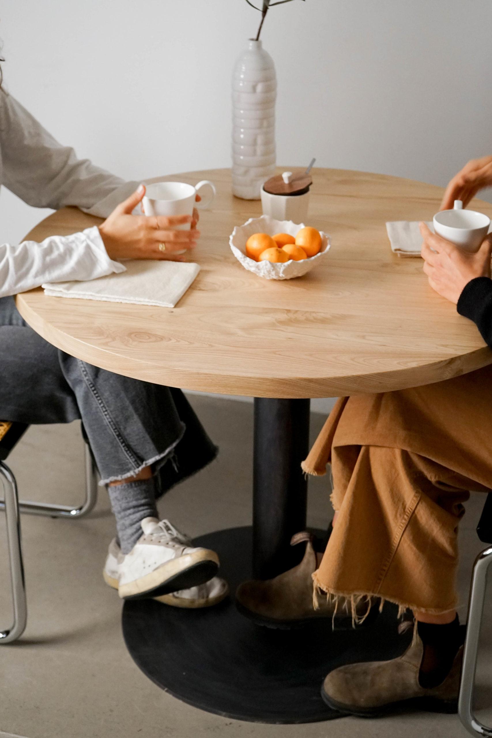 mesa redonda mesa cesca bonita restaurante cafe