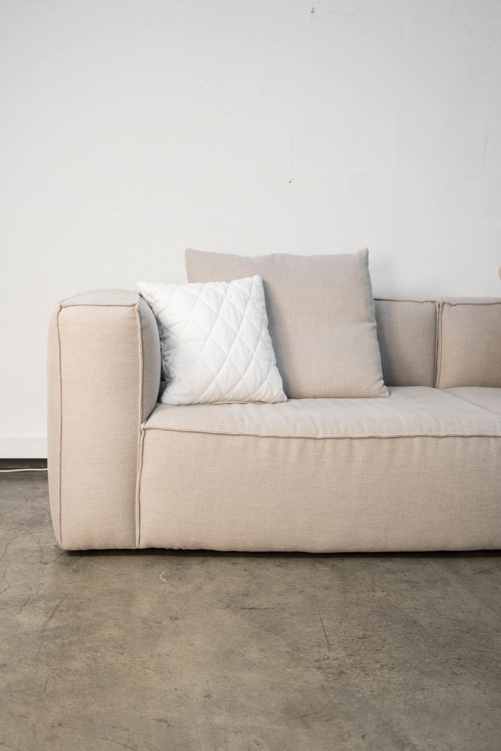 detalle de sofa reposabrazos