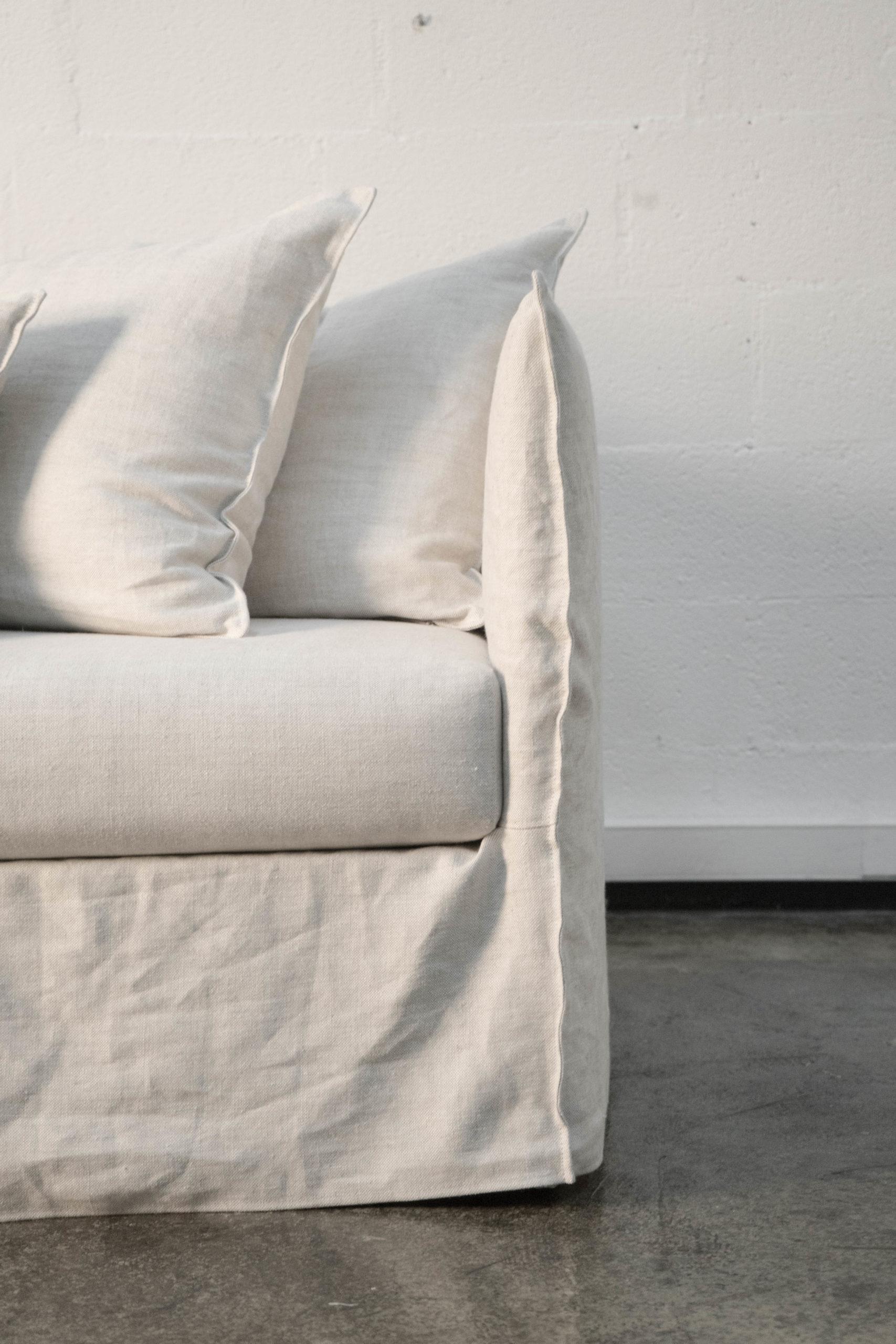 detalle de sofa hecho a mano natural de calidad tejido
