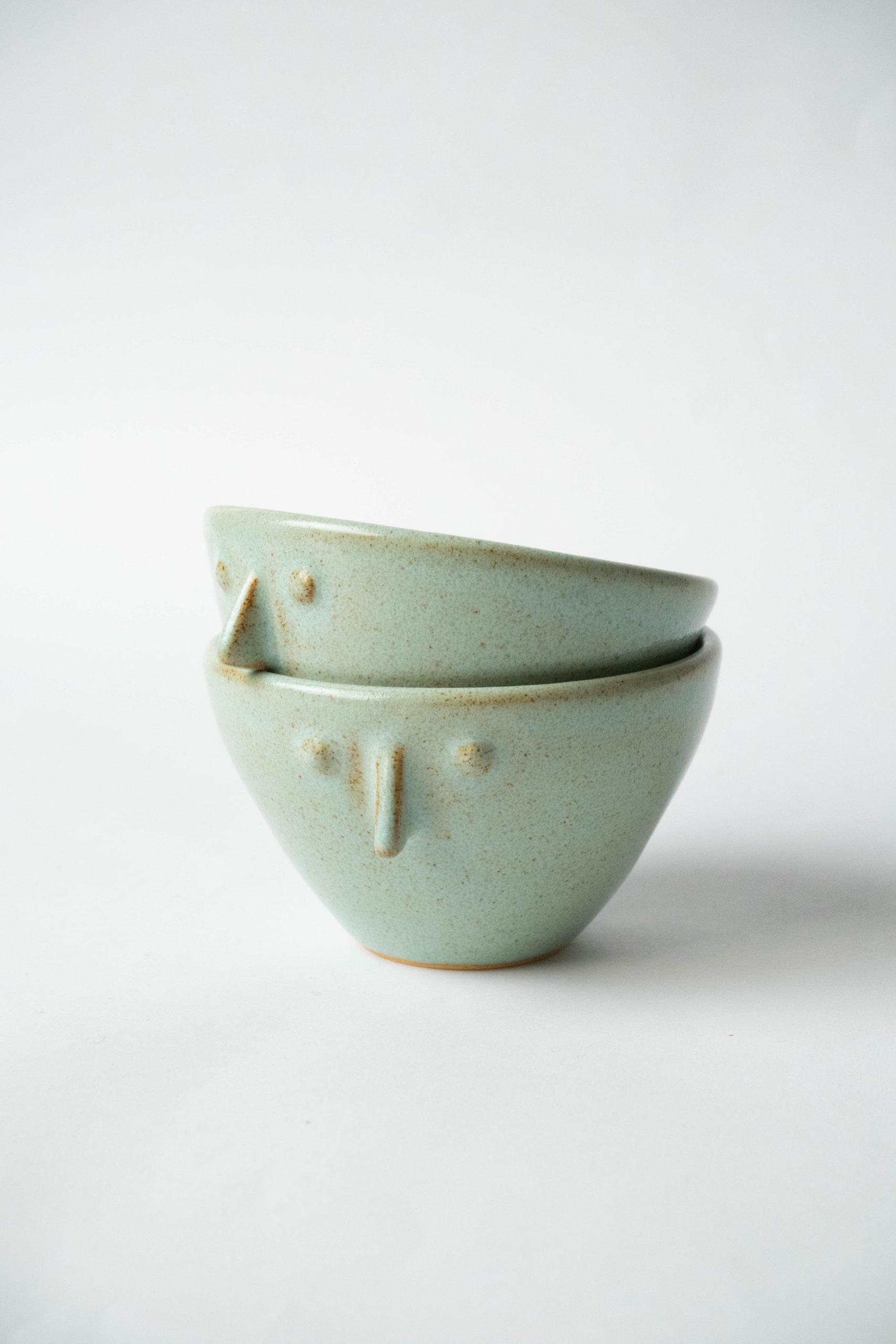 tazas verdes con cara set de dos tazas fabricadas a mano