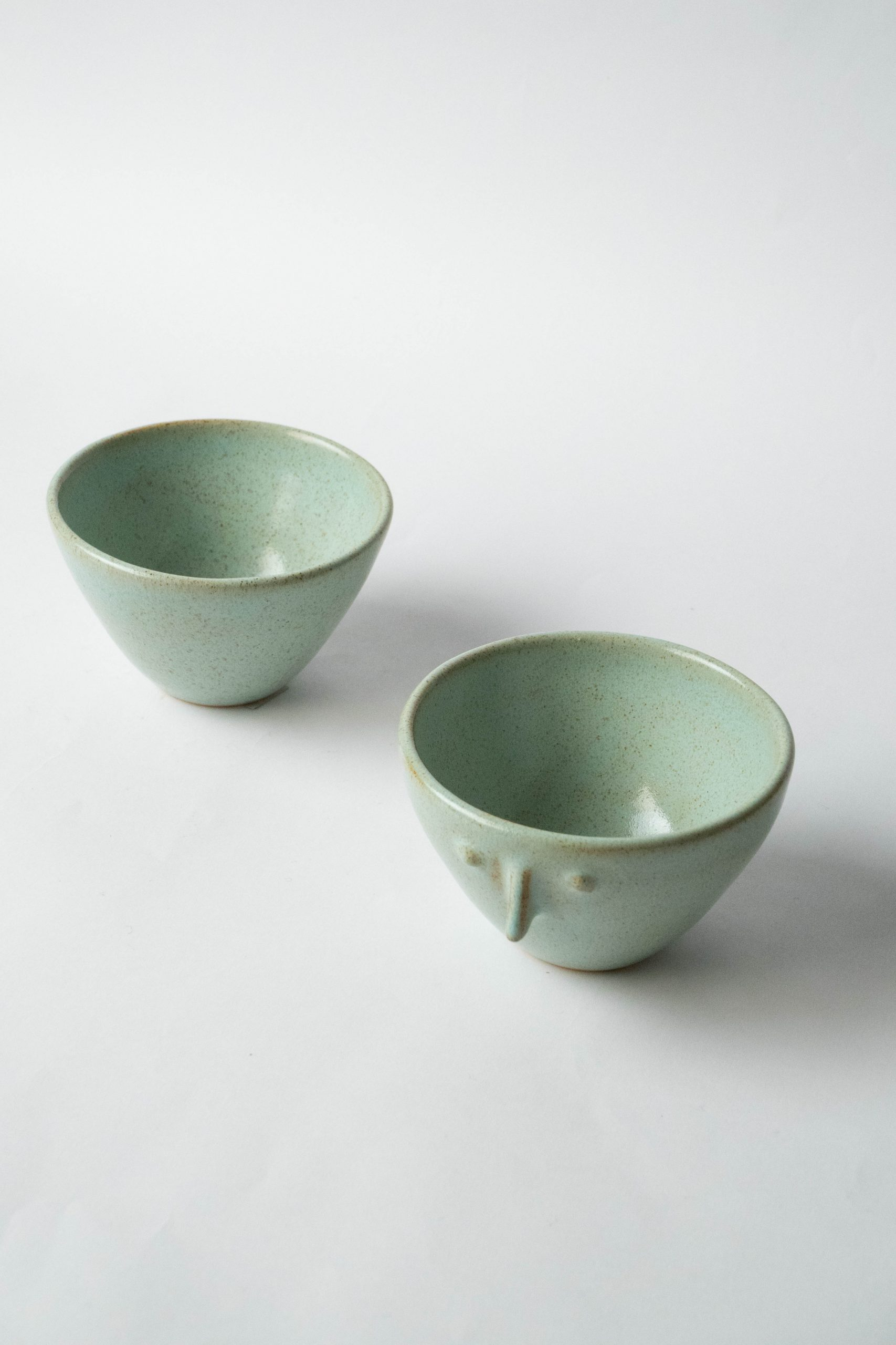 set de tazas fabricadas a mano verdes dos
