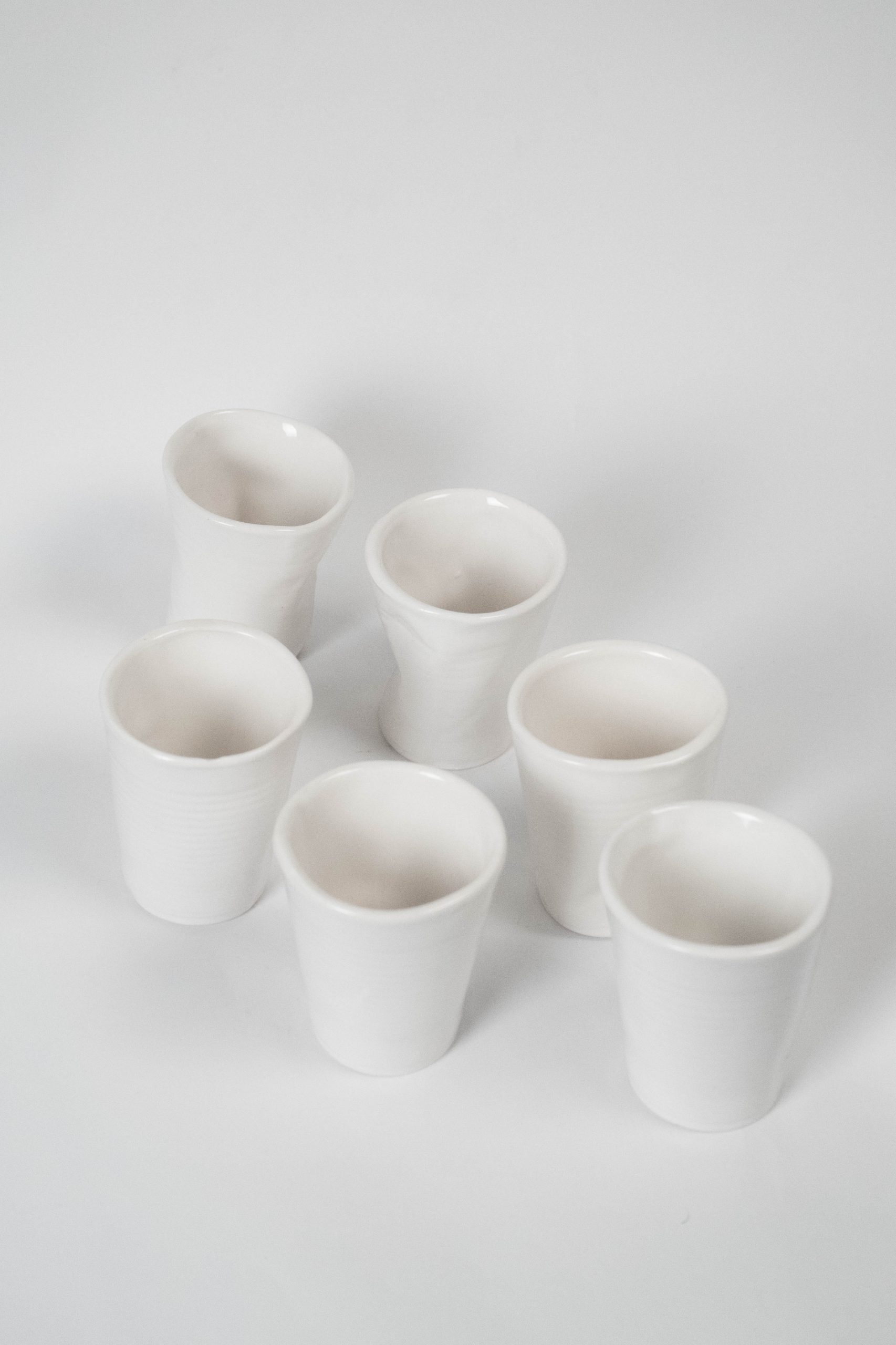 vasos ceramicos de loza blancos