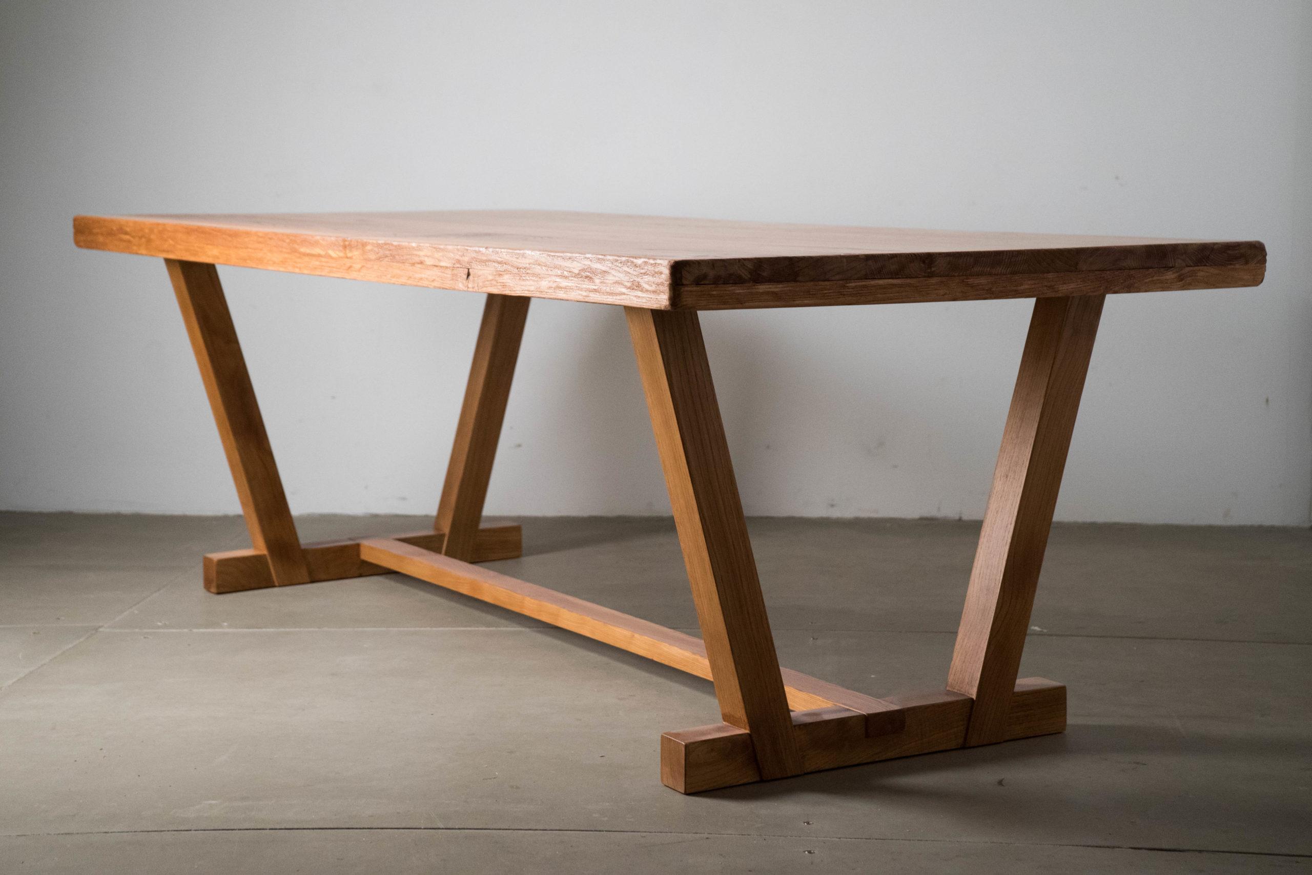 mesa rustica de madera maciza de castaño patas cruceta de calidad