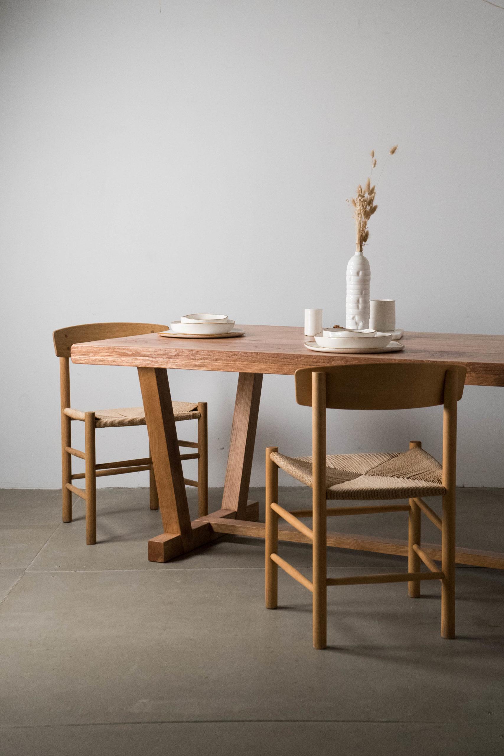 mesa de castaño macizo sillas j39 rusticas
